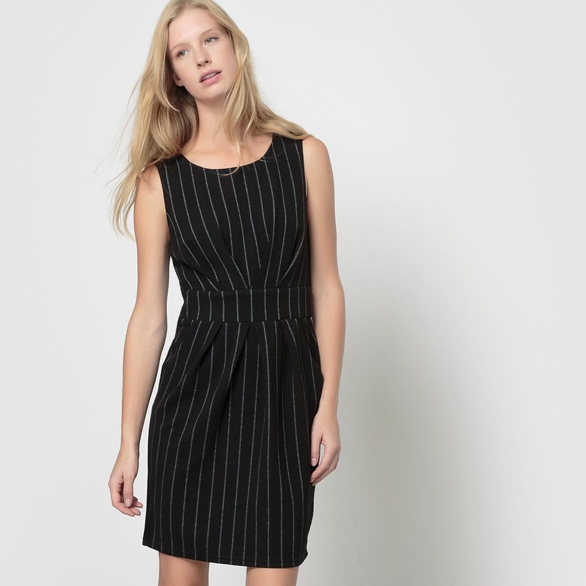 Платье прямого покроя без рукавов с круглым вырезом