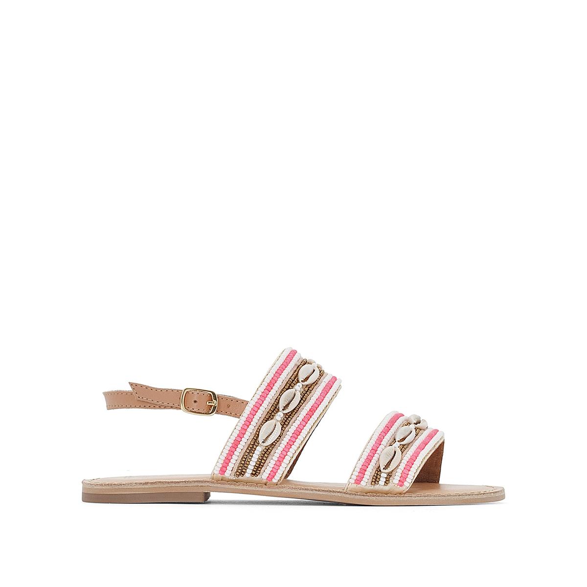 Sandalias de piel con correas con cuentas y conchi