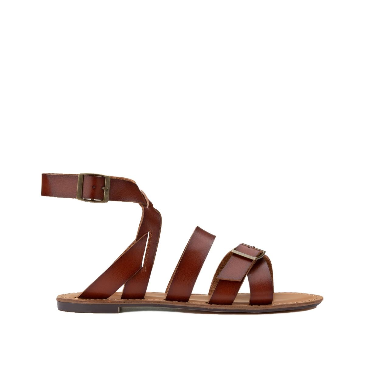 Sandalias planas con correas cruzadas y hebillas