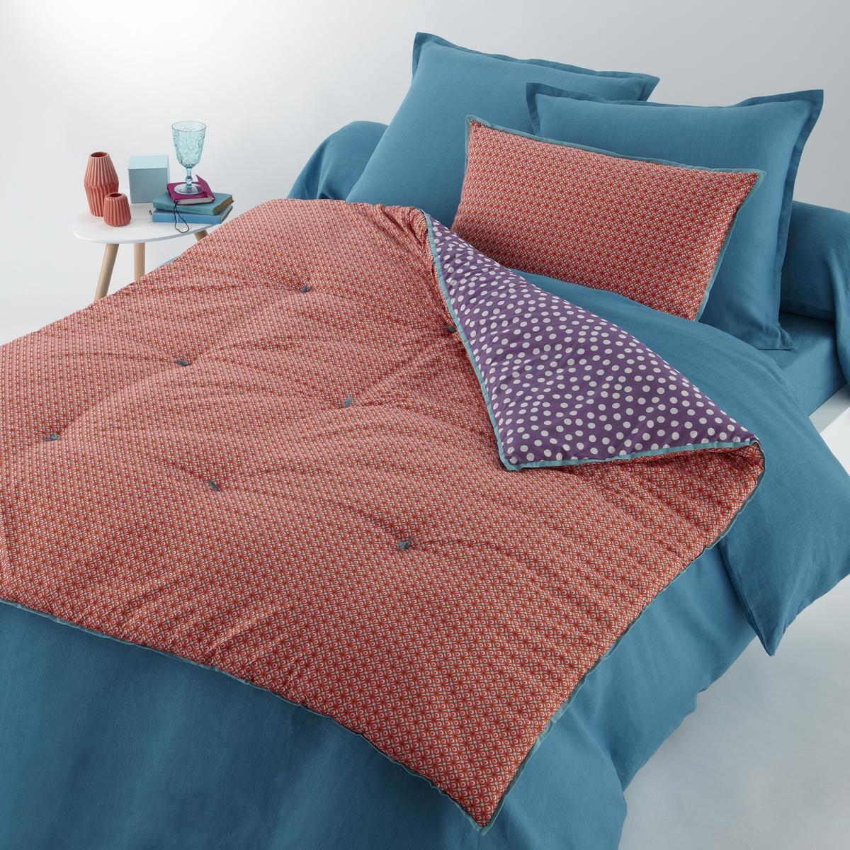 Покрывало из хлопковой перкали, NILARХарактеристики одеяла из хлопковой перкали NILAR :Лицевая сторона красного цвета, оборотная сторона сливового цвета. Края контрастного бирюзового цвета. Прострочка переслежистой нитью.Состав покрывала из хлопковой перкали, NILAR :Перкаль,100% хлопок, наполнитель 100% полиэстер, 600 г/м2.Машинная стирка при 30 °C.Размеры покрывала :90 x 190 см150 x 150 см.Знак Oeko-Tex® гарантирует, что товары прошли проверку и были изготовлены без применения вредных для здоровья человека веществ.<br><br>Цвет: красный/сливовый<br>Размер: 90 x 190  см