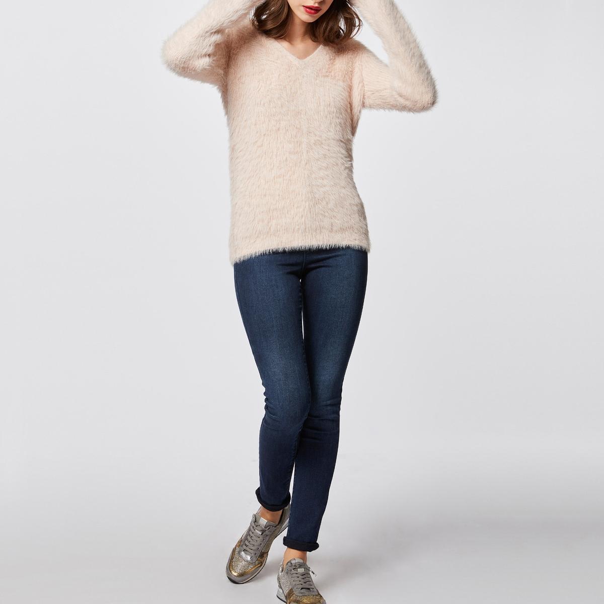 купить Пуловер из тонкого трикотажа с V-образным вырезом по цене 1859.4 рублей