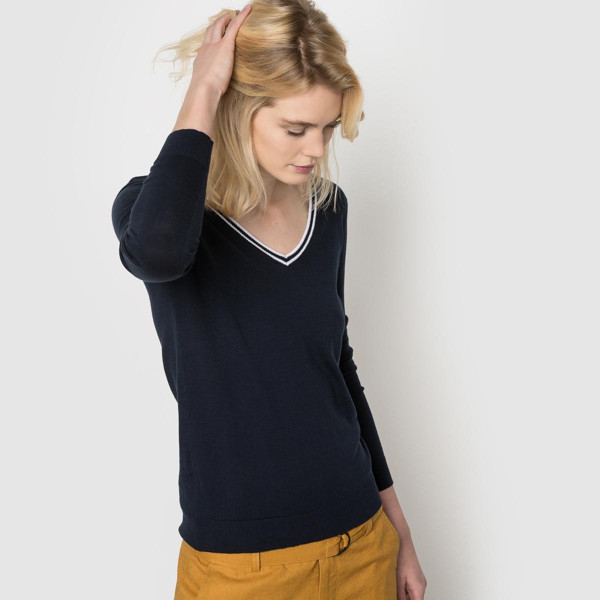 Пуловер 100% хлопка с V-образным вырезомПуловер с V-образным вырезом . 100% хлопка .Воротник с контрастным кантом .  Края выреза, манжет и низа связаны в рубчик . Длина 64 см.<br><br>Цвет: синий морской