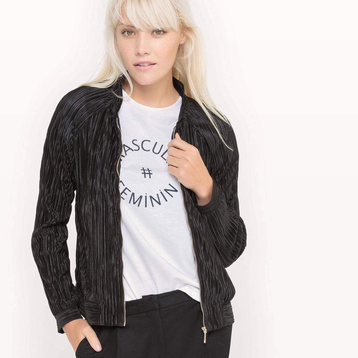 Куртка-бомбер с плиссировкойКуртка-бомбер легкая с эластичной плиссировкой . Длинные рукава, пройма реглан. 2 прорезных кармана спереди. Застежка на молнию.Состав и описаниеМатериал : 100% полиэстерДлина : 56 смМарка : Mademoiselle R.УходМашинная стирка при 30°C на деликатном режиме Машинная стирка с изнаночной стороны с вещами схожих цветовМашинная сушка запрещена Не гладить<br><br>Цвет: черный<br>Размер: 40 (FR) - 46 (RUS).36 (FR) - 42 (RUS)