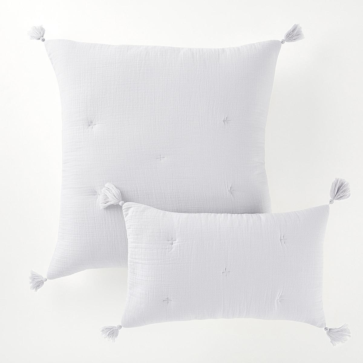 Наволочка на подушку-валик или подушку, KumlaСтеганая наволочка на подушку-валик или на подушку Kumla. Наволочка на подушку-валик Kumla добавит очарования спальне или гостиной и создаст нежное и комфортное пространство. Характеристики наволочки на подушку-валик или подушку Kumla :Форма конверта, 100% хлопок.Наполнитель 100% полиэстера (120 г/м?).Вышивка крестиком в тон.Отделка кисточками по углам.Стирка при 30°.Перину того же комплекта и другие модели декоративного текстиля вы можете найти на сайте laredoute.ruРазмеры :50 x 30 см65 x 65 см<br><br>Цвет: серый жемчужный