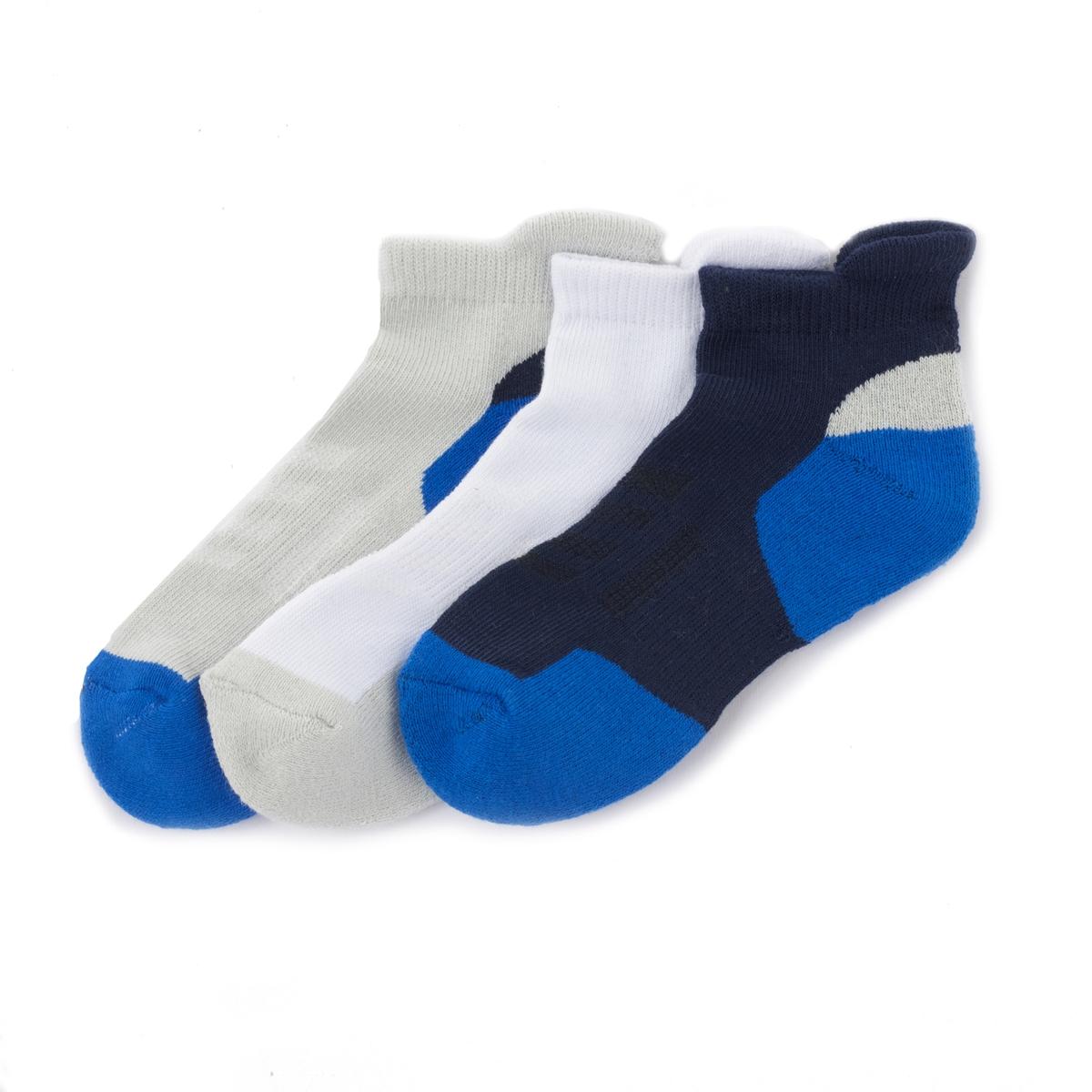 Носки спортивные 3 шт.Описание:Удобные и высококачественные короткие носки с подошвой из малой пряжи специально созданы для занятий спортом .Состав и уход •  Темно-синяя расцветка : 59% полиэстера, 38% хлопка, 2% эластодиена, 1% эластана  •  Белая расцветка : 60% полиэстера, 37% хлопка, 2% эластодиена, 1% эластана  •  Серая расцветка : 73% хлопка, 24% полиэстера, 2% эластодиена, 1% эластана   •  Стирать при 30° с вещами схожих цветов •  Допускается чистка любыми растворителями / отбеливание запрещено •  Не использовать барабанную сушку •  Низкая температура глажкиЭластичная полоска сверху обеспечивает хорошую посадку .<br><br>Цвет: синий<br>Размер: 23/26.35/38.39/42.27/30