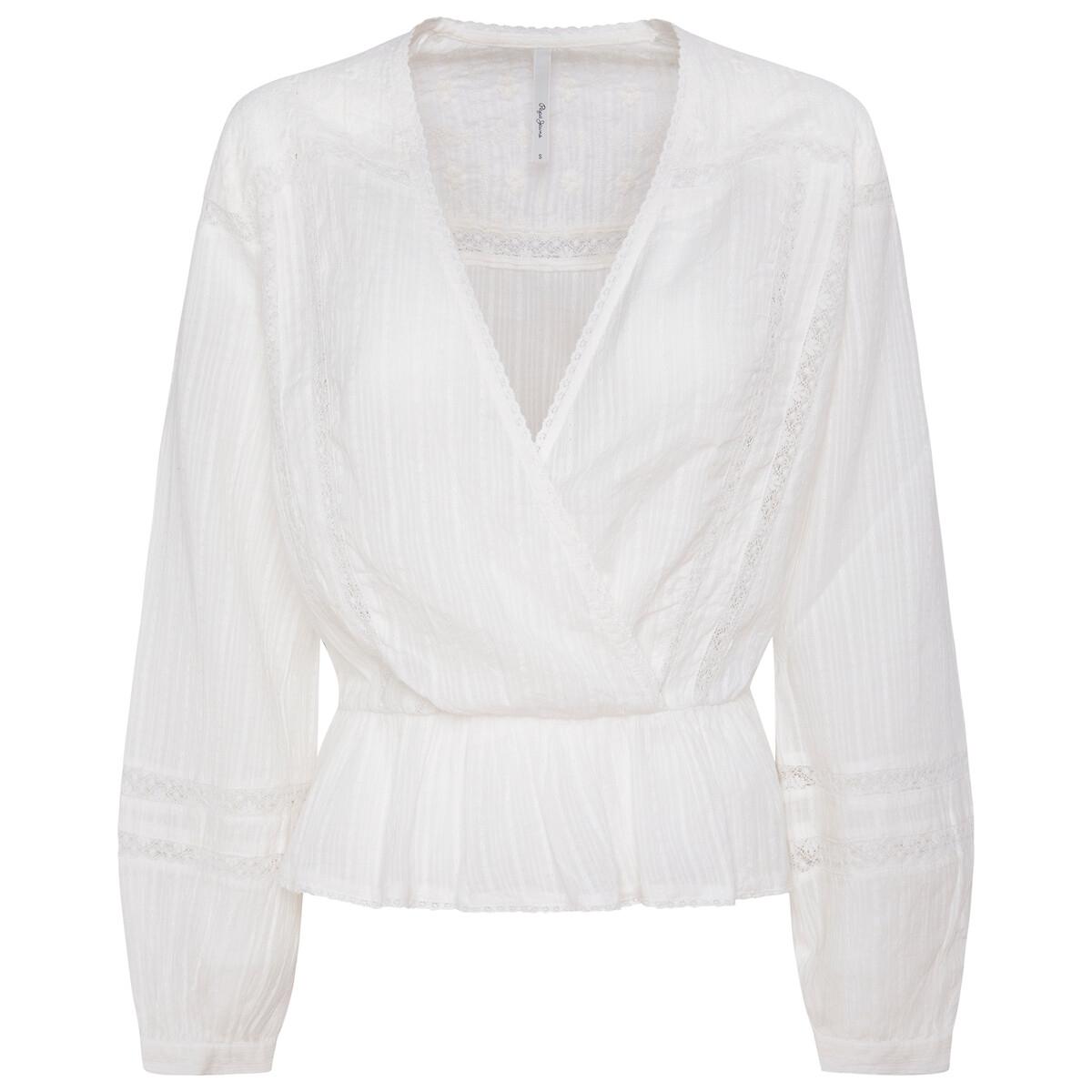 Blusa traçada, detalhes bordados