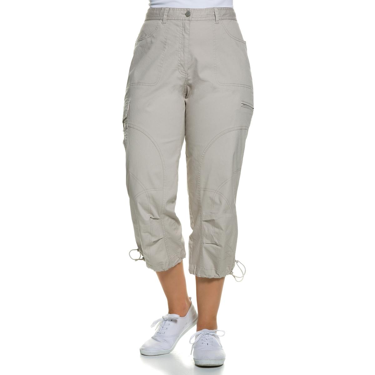 Брюки 7/8Брюки 7/8 ULLA POPKEN с большим количеством карманов. Отличные брюки для спортивного и свободного наряда. Пояс со шлевками, частично эластичный, края брючин с эластичными завязками . 97% хлопка, 3% эластана. Длина по внутр.шву ок.. 58 см<br><br>Цвет: бежевый<br>Размер: 54 (FR) - 60 (RUS)