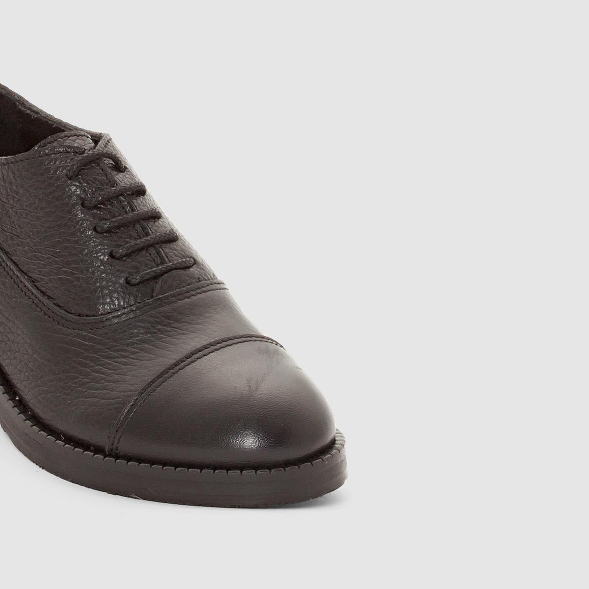 Ботинки-дерби блестящие GEMMAВерх/Голенище : кожа                Подкладка : кожа          Стелька  : кожа          Подошва : Каучук.   Форма каблука : плоский каблук         Мысок : закругленный          Застежка : Шнуровка         Преимущества : Марка детской обуви от фирмы JONAK<br><br>Цвет: черный<br>Размер: 38.36