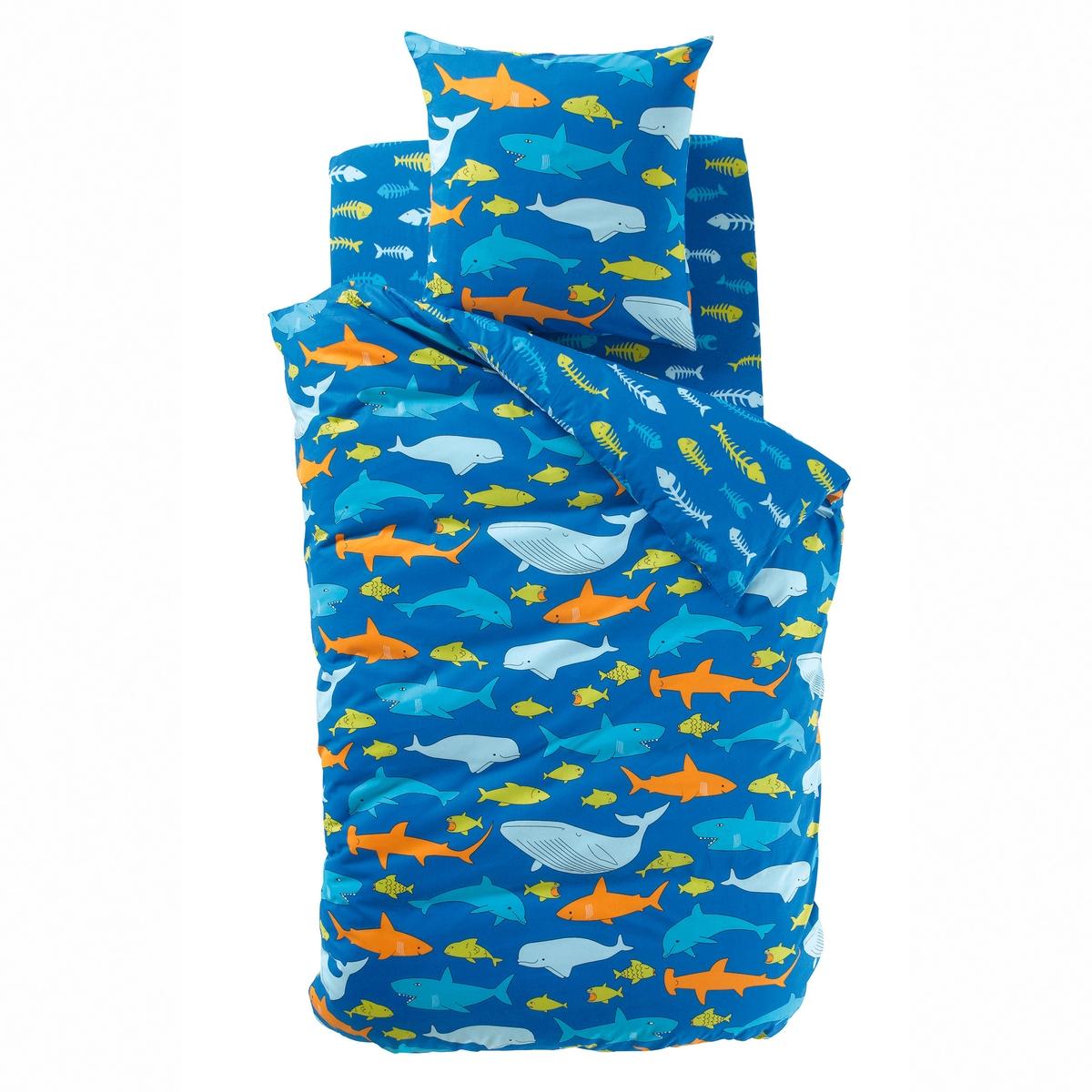 Пододеяльник детский, FISH GANG, 100% хлопкаСостав и описание:Материал: 100% хлопка плотного переплетения, 52 нити/см?. Чем больше нитей/см?, тем выше качество материала.Рисунок: лицевая сторона: рисунок в виде синих, зеленых и оранжевых рыб на темно-синем фоне. оборотная сторона: рисунок в виде рыбьих скелетов синего и зеленого цвета на темно-синем фоне. Уход: Стирка при 60°C.Знак Oeko-Tex® гарантирует, что товары прошли проверку и были изготовлены без применения вредных для здоровья человека веществ.Найдите наволочки и простынь той же расцветки на сайте  laredoute.ruРазмеры:140 x 200 см200 х 200 см<br><br>Цвет: синий/ оранжевый<br>Размер: 140 x 200  см.200 x 200  см
