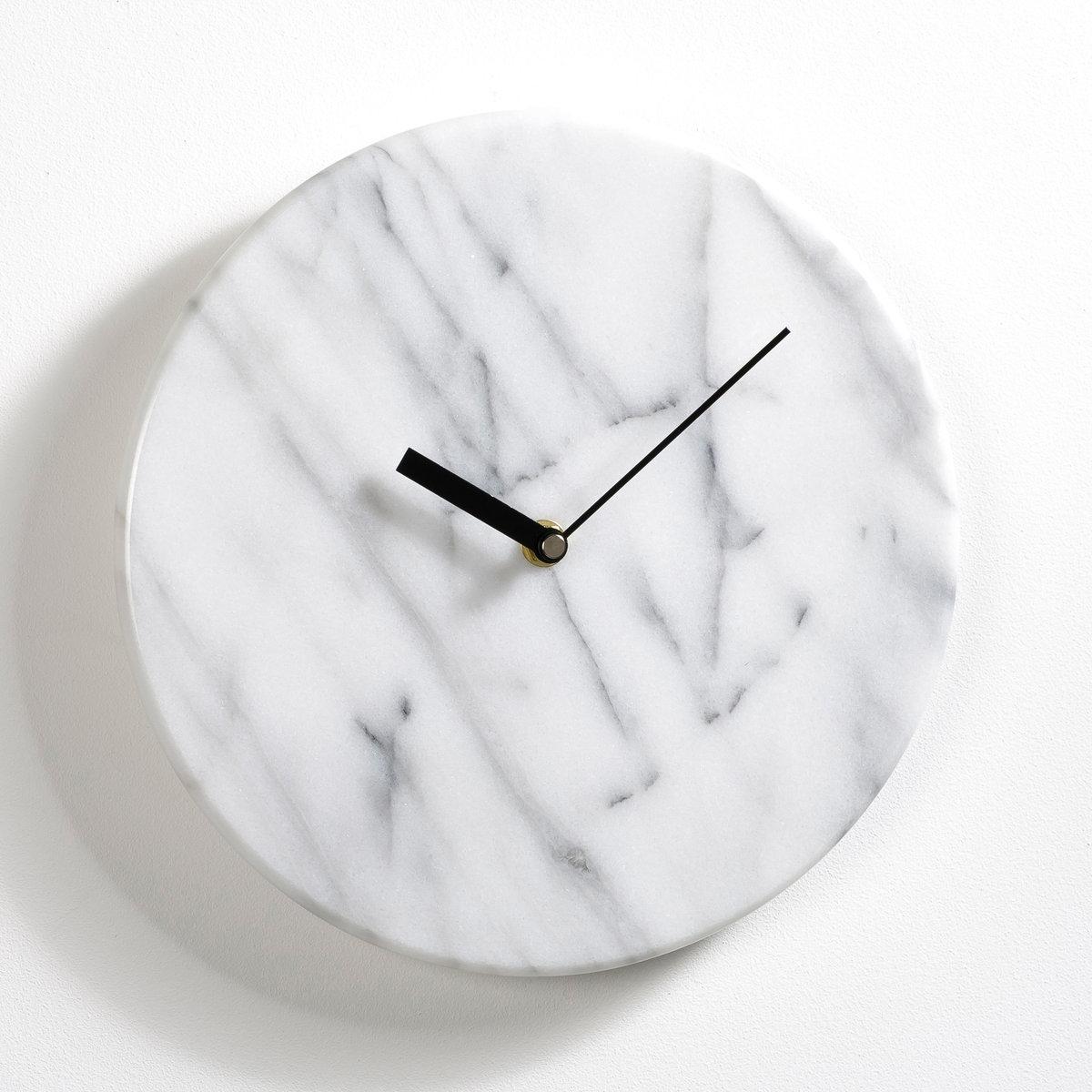 Часы настенные из мрамора ?25,4 см, GemmaЧасы из мрамора. Нотка элегантности в ваш интерьер. Кварцевый механизм, питание от 1 батарейки типа LR6  1,5 В  (не входит в комплект). 1 пластинка для крепления на стену.Размеры  : диаметр 25,4 см x толщина 4 см .<br><br>Цвет: белый мрамор