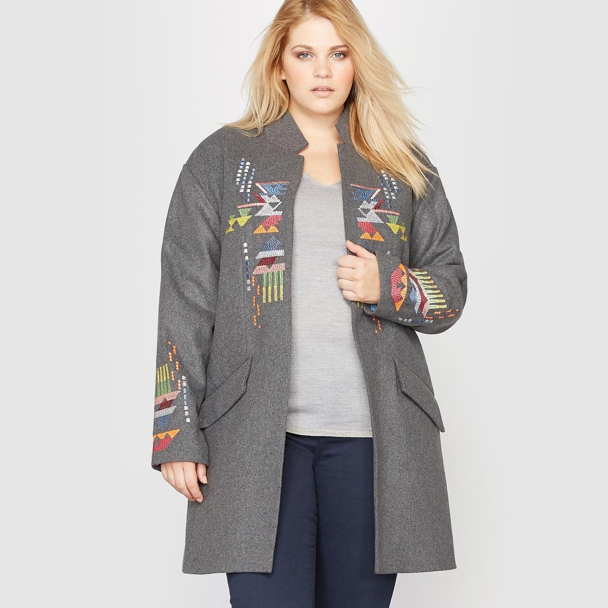 Пальто с вышивкойКороткое пальто с вышивкой. Оно станет любимым предметом Вашего гардероба.Вышивка с тиле майя спереди и по краям рукавов с приспущенной проймой.Прямой стоячий воротник.2 кармана с клапанами спереди.Состав и характеристики :Материал : 43% полиэстера, 38% шерсти, 11% акрила, 3% полиамида, 3% хлопка, 2% вискозы.Длина : 92 см.Марка : CASTALUNA.Уход :Рекомендуется сухая (химическая) чистка.<br><br>Цвет: серый меланж<br>Размер: 48 (FR) - 54 (RUS).46 (FR) - 52 (RUS)