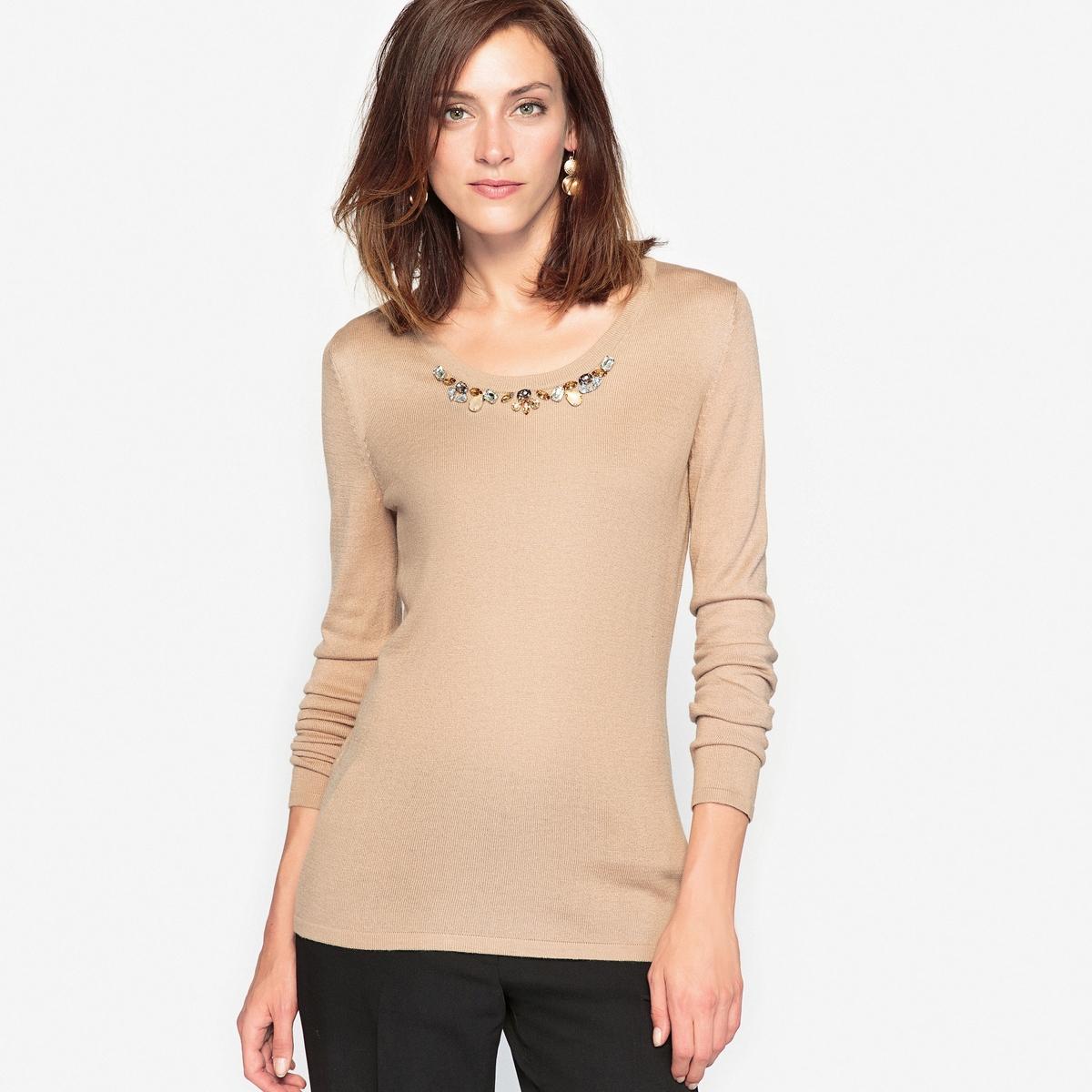 Пуловер с отделкой бижутерией, 10% шерстиСостав и описание:Материал : Трикотаж джерси 66% акрила, 24% полиамида, 10% шерсти .Длина: 62 см. Марка : Anne Weyburn.Уход:Ручная стирка.Гладить на низкой температуре.<br><br>Цвет: бежевый,черный