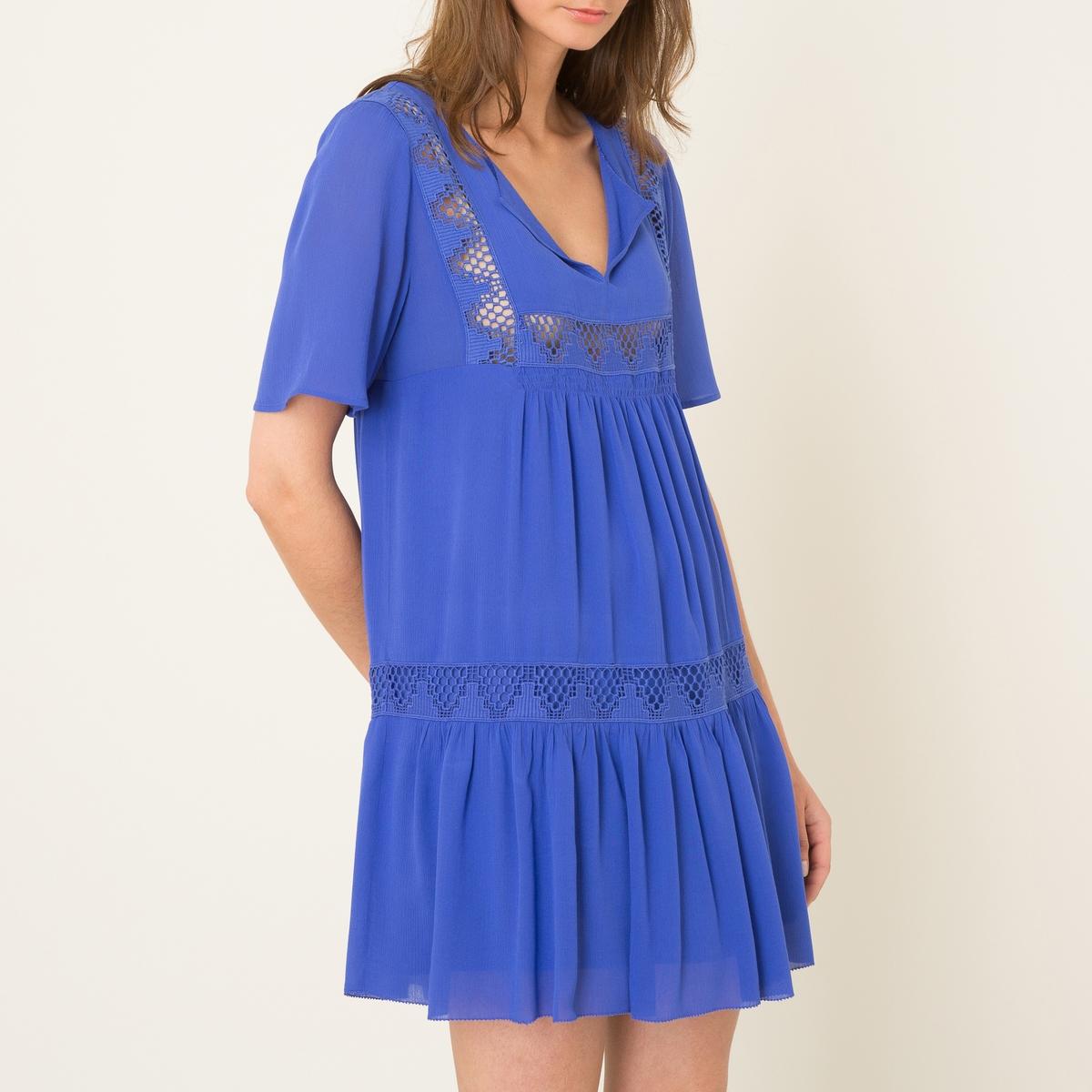 Платье WAXAПлатье короткое BA&amp;SH - модель WAXA, из струящегося материала . Объемный покрой. Тунисский воротник. Короткие рукава. Кружевная отделка .Состав и описание    Материал : 100% волокно рами   Марка : BA&amp;SH<br><br>Цвет: синий королевский<br>Размер: M