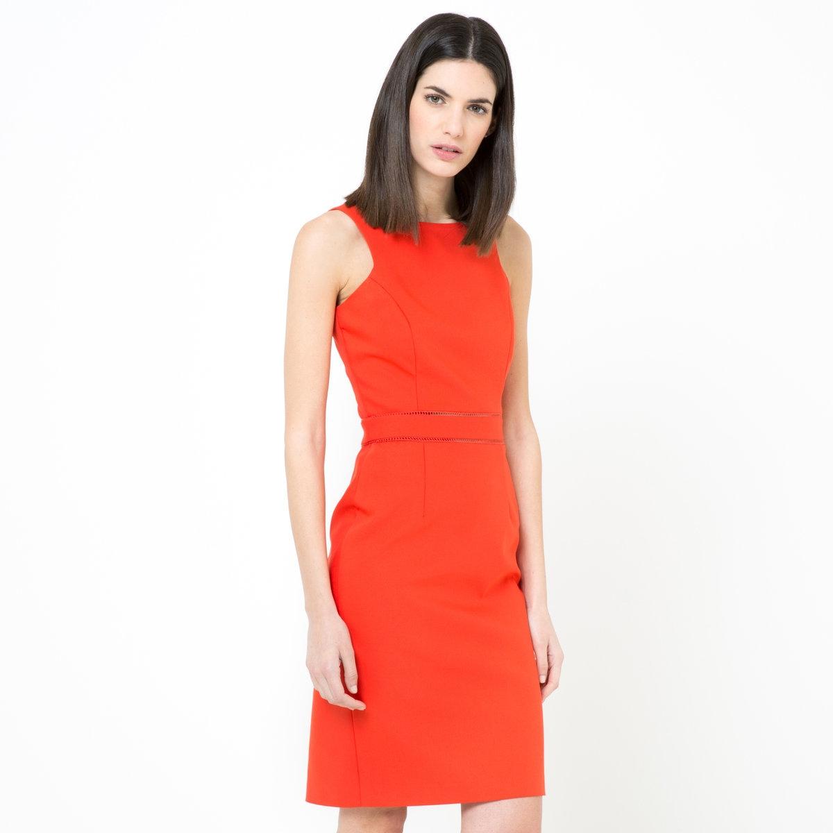 Платье-карандашПлатье-карандаш из трикотажа стретч, 48% хлопка, 48% полиэстера, 4% эластана. Американская пройма. Пояс с ажурными деталями. Скрытая молния сбоку. Разрез сзади. Длина ок.95 см.<br><br>Цвет: красный<br>Размер: 46 (FR) - 52 (RUS)