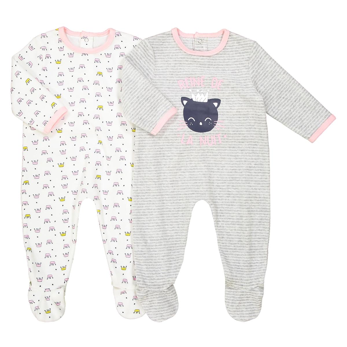 2 пижамы с длинными рукавами 0-3 лет Oeko TexОписание:Комплект из 2 пижам из очень мягкого велюра для комфортных снов ребенка. Пижамы с очаровательными рисунками.Детали •  2 пижамы : 1 пижама с рисунком короны + 1 пижама с рисунком в полоску и набивным рисунком кошка. •  Длинные рукава. •  Круглый вырез. •  Носки с противоскользящими элементами для размеров от 12 месяцев  (74 см). Состав и уход •  Материал : 75% хлопка, 25% полиэстера. •  Стирать при температуре 30° на деликатном режиме с вещами схожих цветов. •  Стирать и гладить с изнанки при низкой температуре. •  Деликатная сушка в машинке.Товарный знак Oeko-Tex® . Знак Oeko-Tex® гарантирует, что товары прошли проверку и были изготовлены без применения вредных для здоровья человека веществ.<br><br>Цвет: экрю + серый меланж<br>Размер: 0 мес. - 50 см.3 года - 94 см.3 мес. - 60 см.1 мес. - 54 см.1 год - 74 см.9 мес. - 71 см.2 года - 86 см.6 мес. - 67 см.18 мес. - 81 см