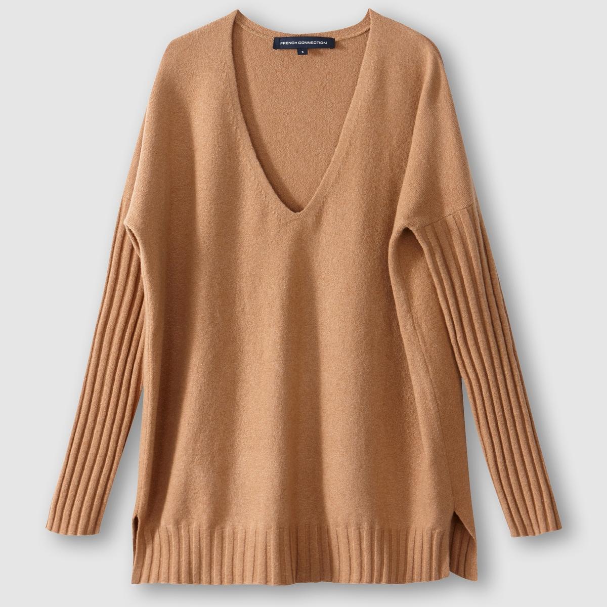 Пуловер из вязаного трикотажа с V-образным воротникомСостав и описание : Материал : 51% акрила, 26% нейлона, 14% хлопка, 7% шерсти, 2% спандекса (эластан). Марка : French ConnectionРазрезы по бокам.<br><br>Цвет: темно-бежевый<br>Размер: M