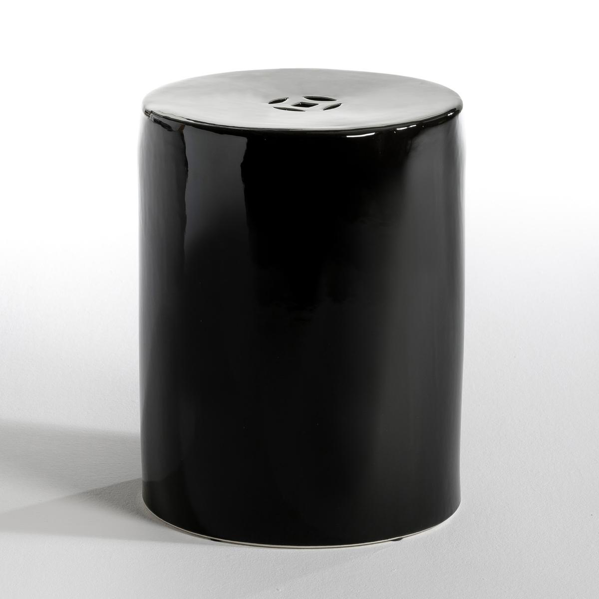 Столик TelaЖурнальный столик в зале или прикроватный - в комнате, он будет выглядеть стильно благодаря своей цилиндрической форме, создающей тепло, уют и чувственную атмосферу  .Характеристики: : - Из керамики   Размеры :- ?35 см . Высота. 46 см.<br><br>Цвет: черный