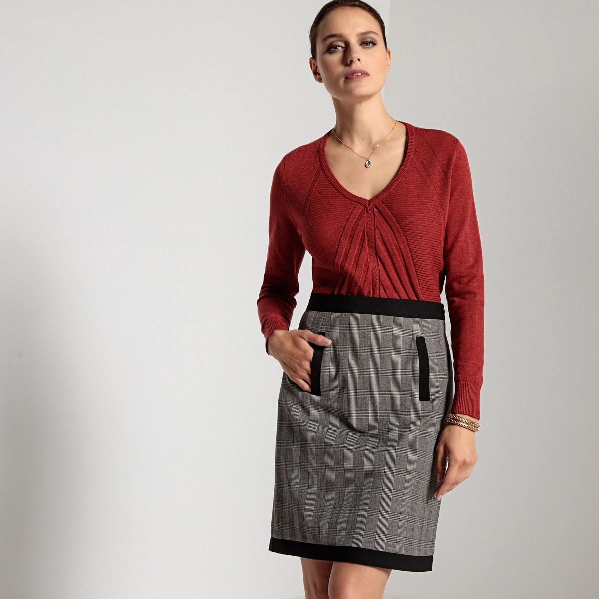 Sweter z dekoltem w serek, ozdobny ścieg z przodu, długi rękaw