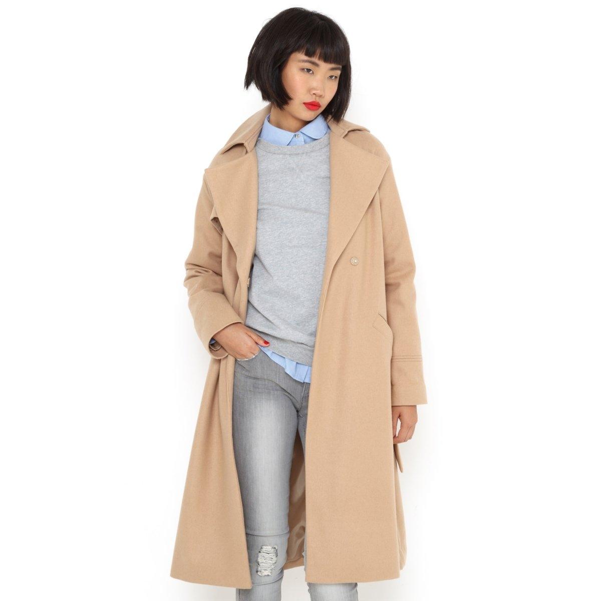 Пальто длинноеДлинное пальто в стиле купального халата. Английский воротник. Пояс со шлевками. 2 боковых кармана. Фартук спереди справа и на спине. Встречная складка сзади. Выточки с прострочкой на манжетах. 57% шерсти, 33% полиэстера, 10% других волокон. Длина 105 см.<br><br>Цвет: темно-бежевый,черный<br>Размер: 44 (FR) - 50 (RUS).38 (FR) - 44 (RUS)