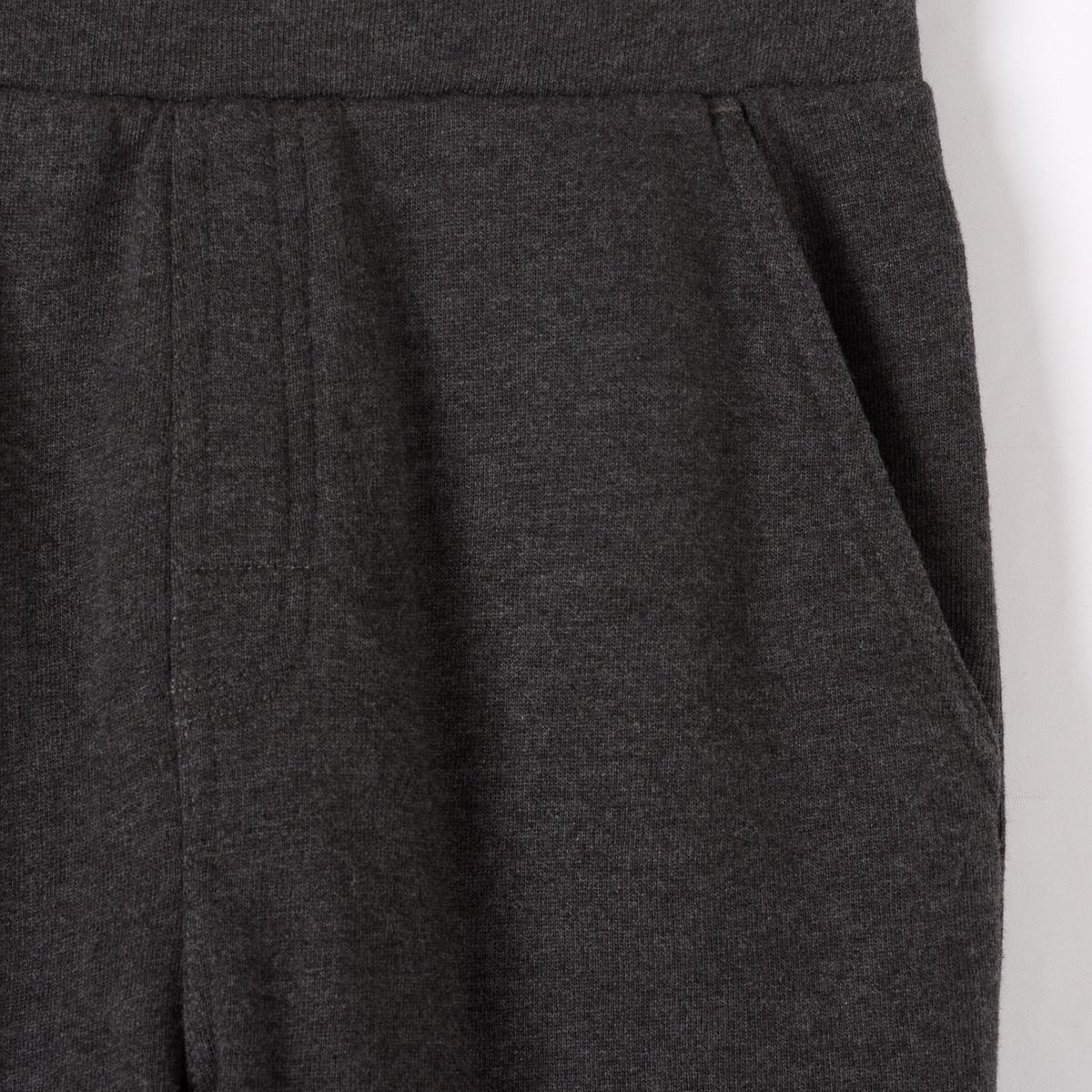 Брюки спортивные, 10-16 летСпортивные брюки из мольтона. Эластичный пояс. 2 кармана.    Знак Oeko-Tex*. Состав и описаниеМатериал       55% хлопка, 45% полиэстераМарка: R ?ditionУход- Стирать и гладить с изнанки.Машинная стирка при 30°С на умеренном режиме с одеждой схожих цветовМашинная сушка в обычном режиме- Гладить при средней температуре.  *Международный знак Oeko-Tex гарантирует отсутствие вредных или раздражающих кожу веществ<br><br>Цвет: серый меланж,синий морской