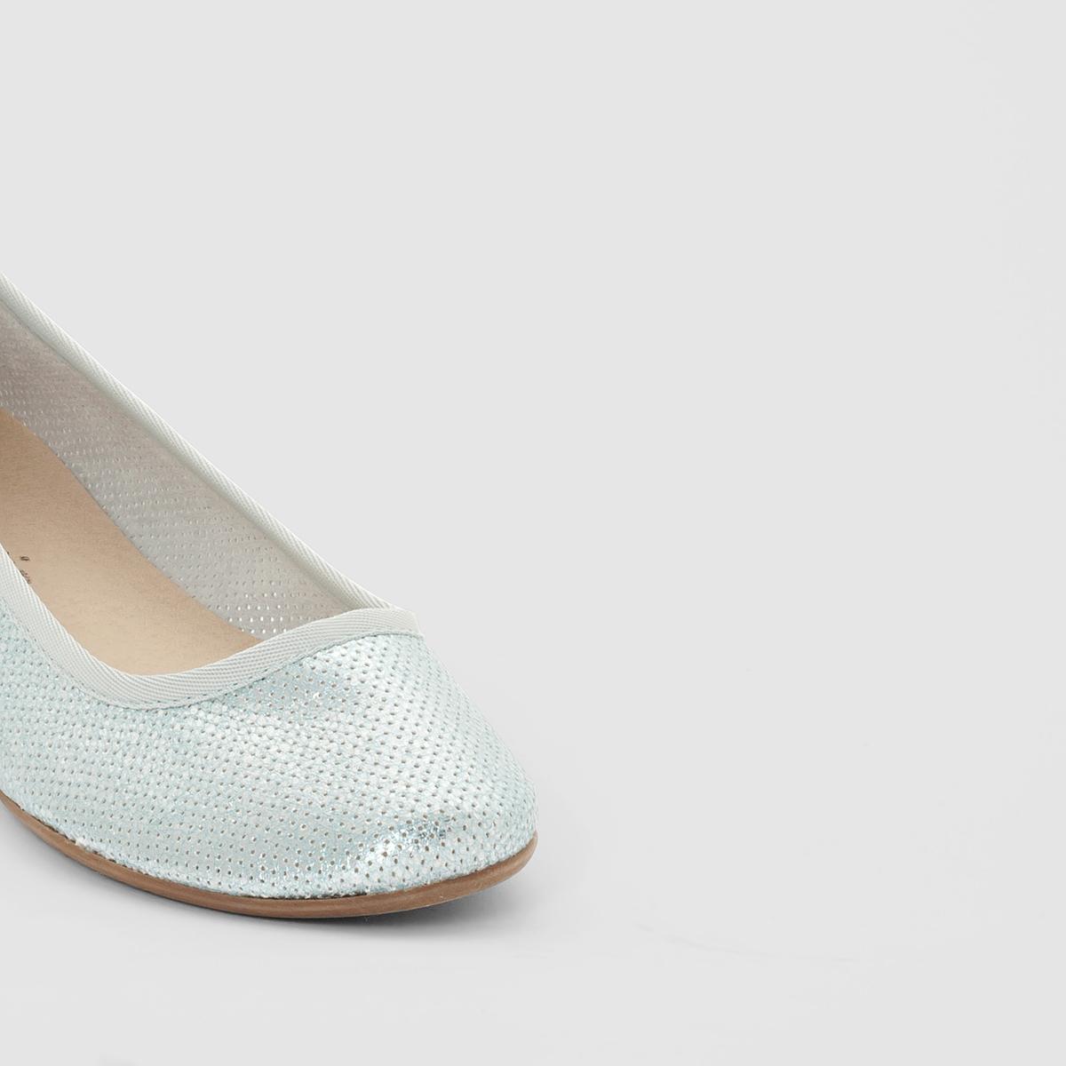 Балетки 22137-36Материал внешний/внутренний: текстиль                     Подкладка: текстиль                        Стелька: синтетический материал              Подошва: синтетический материал     Высота каблука: 1 см.   Форма каблука: плоский  Мысок: закругленный   Застежка: без застежки<br><br>Цвет: синий с блеском<br>Размер: 39