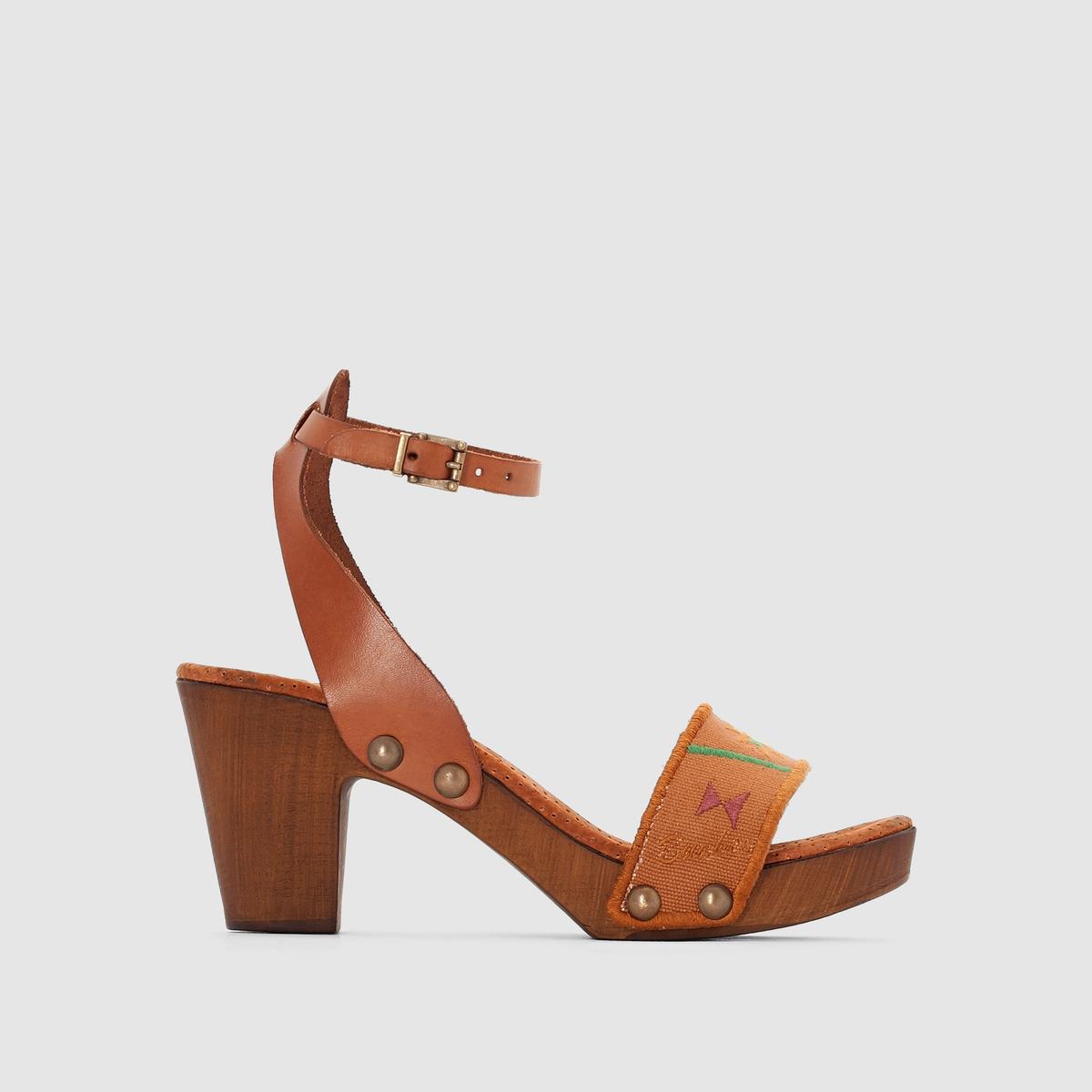 Босоножки на каблуке и подошве-платформеBUNKER - Босоножки на каблуке и подошве-платформе :Верх : кожа и текстильПодкладка : кожаСтелька : кожаПодошва : полиуретанВысота каблука : 7,5 смЗастежка : ремешок с пряжкой на щиколотке.Известная своей стильной обувью, Bunker предлагает комфортные босоножки на каблуке и подошве-платформе с оригинальным дизайном!<br><br>Цвет: набивной рисунок<br>Размер: 38