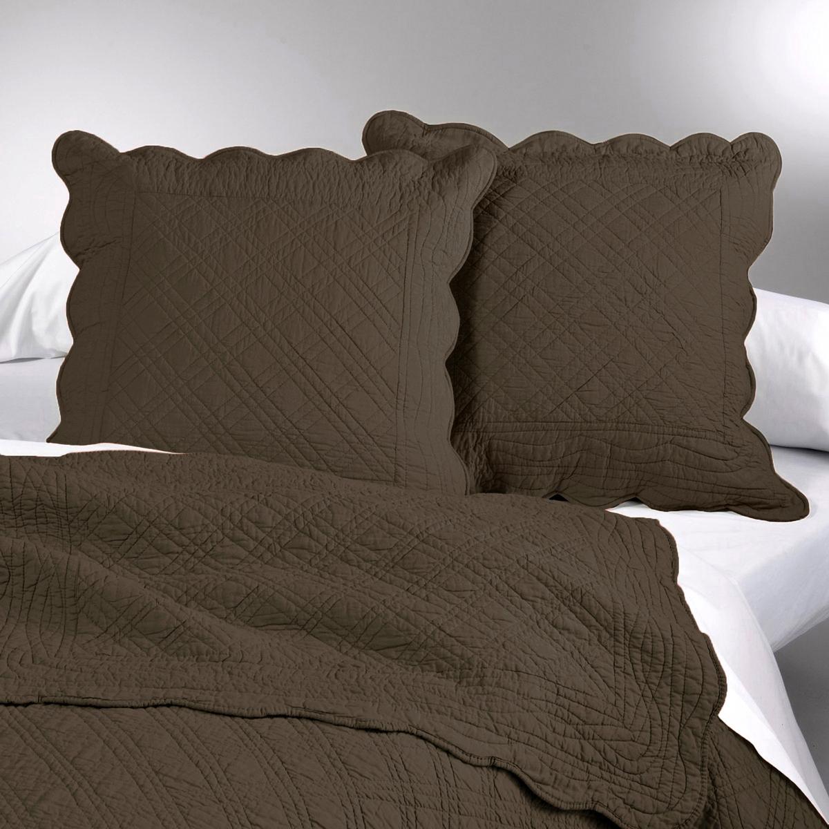 Чехол на подушку или подушку-валик ScenarioЧехол на подушку Scenario: Ручная работа, утонченная отделка и элегантный дизайн делают этот стеганый чехол для подушки из 100% хлопка незаменимой деталью декора Вашей спальни.Характеристики чехла на подушку Scenario   :- Чехол для подушки из плотной ткани 100% хлопка с хлопковыми волокнами (250 г/м?).- искусная отделка (волнообразные края).- Прямоугольная форма с застежкой на пуговицы для размера 65 x 65 см  .Размеры чехла на подушку Scenario:40 x 40 см65 x 65 см- Стирать при 40°.Производство осуществляется с учетом стандартов по защите окружающей среды и здоровья человека, что подтверждено сертификатом Oeko-tex®... . ..  : : . .  : .  : . .  !  : .<br><br>Цвет: серо-коричневый