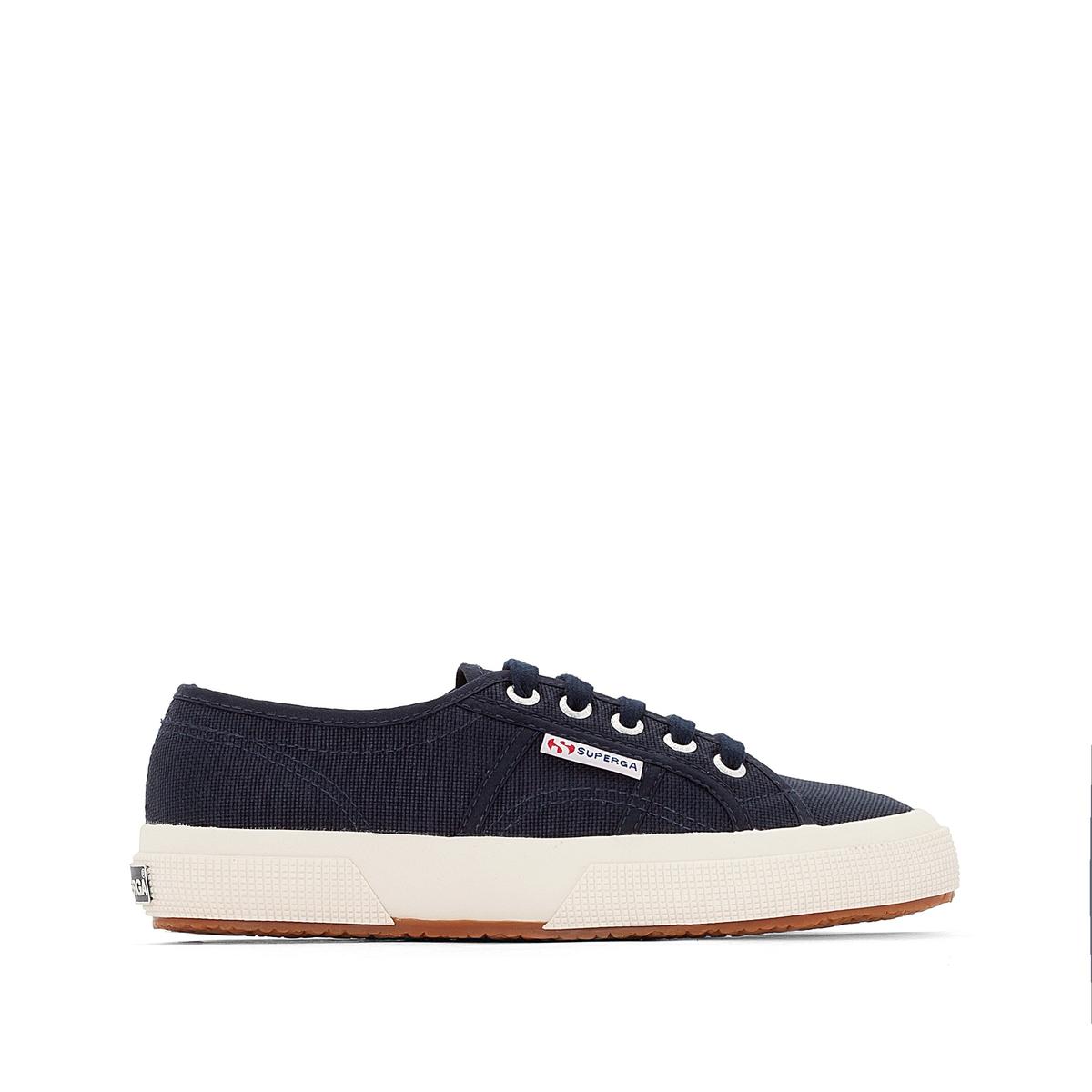 Кроссовки SUPERGA 2750 COTU CLASSIC.Кроссовки низкие из хлопка, на шнурках, 2750 COTU CLASSIC от SUPERGA.Верх  : 100% хлопкаСтелька  : хлопок.Подошва  : каучукЗастежка : шнуровка. Созданный в 1925 году, легендарный бренд Superga 2750 по-прежнему предлагает незаменимые в нашем гардеробе вещи. Вы обязательно оцените совершенный дизайн этих моделей, ощутите комфорт хлопка и нескользящей подошвы из вулканизированного каучука.<br><br>Цвет: темно-синий