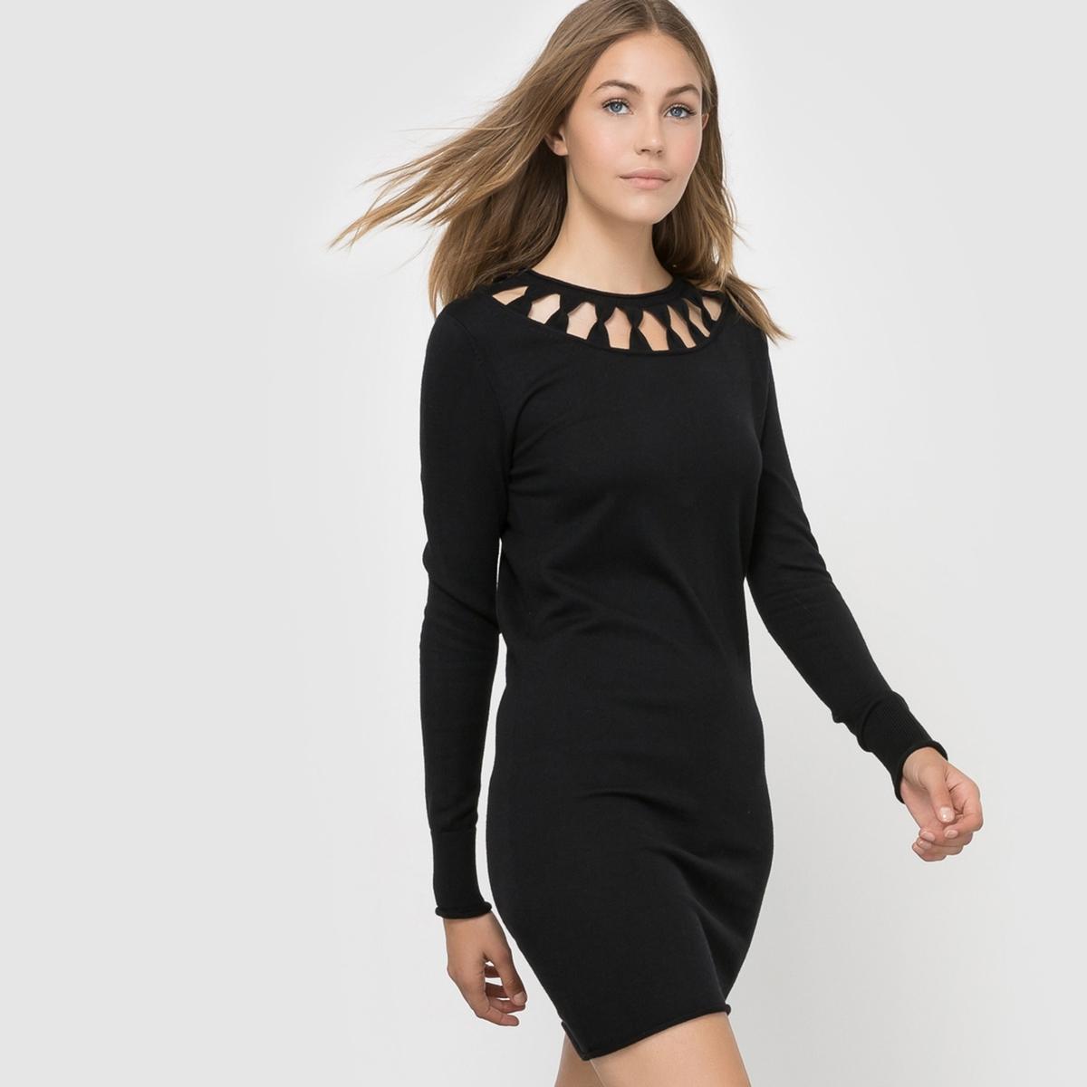 Платье трикотажное с ажурным вырезомТрикотажное платье с ажурным вырезом, French Connection.Очень женственное платье с оригинальным вырезом.Состав и описание : Материал : 45% вискозы, 26% полиамида, 19% хлопка, 10% шерстиМарка : French ConnectionДлинные рукава.<br><br>Цвет: черный<br>Размер: L