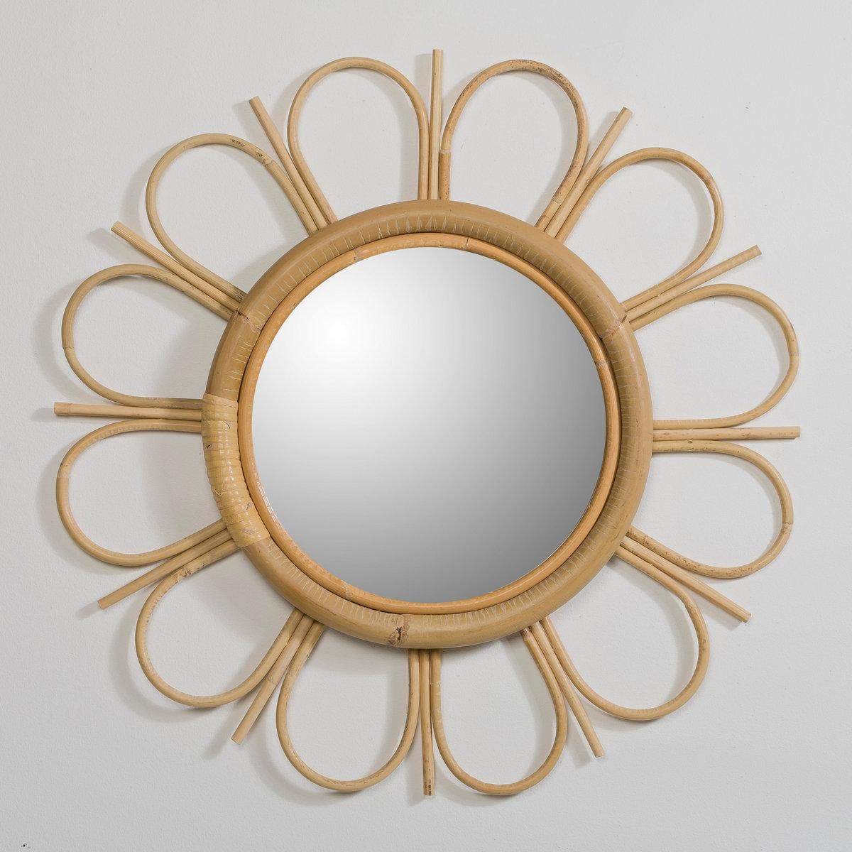 Зеркало из ротанга YasuЗеркало Yasu из ротанга. Зеркало в форме маргаритки, из ротанга, с отделкой натурального цвета. Описание зеркала Yasu  :Настенное крепление, в комплект не входит.Характеристики зеркала Yasu :Натуральный ротанг  Отделка натуральных цветов.Найдите коллекцию Yasu на сайте laredoute.ruРазмеры зеркала Yasu  :Диаметр 52 см, толщина 3 см .<br><br>Цвет: серо-бежевый<br>Размер: единый размер