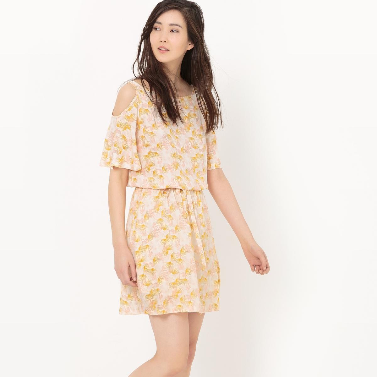 Платье из струящейся ткани с открытыми плечами