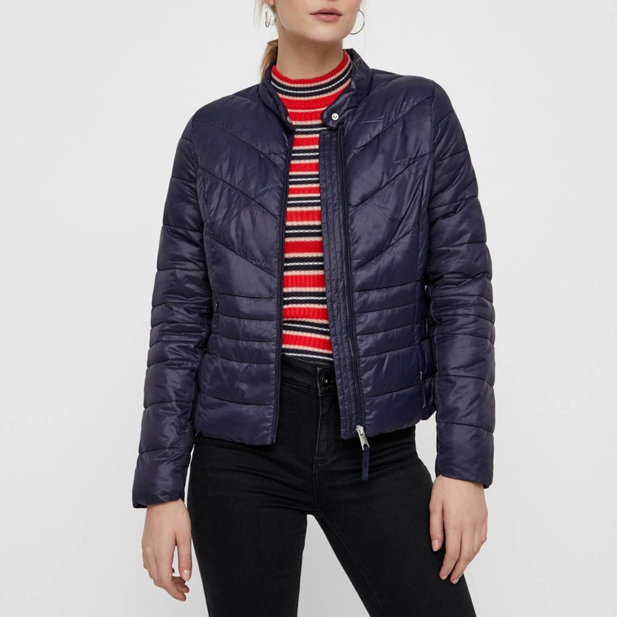 Куртка стеганая короткая с застежкой на молнию, модель демисезонная