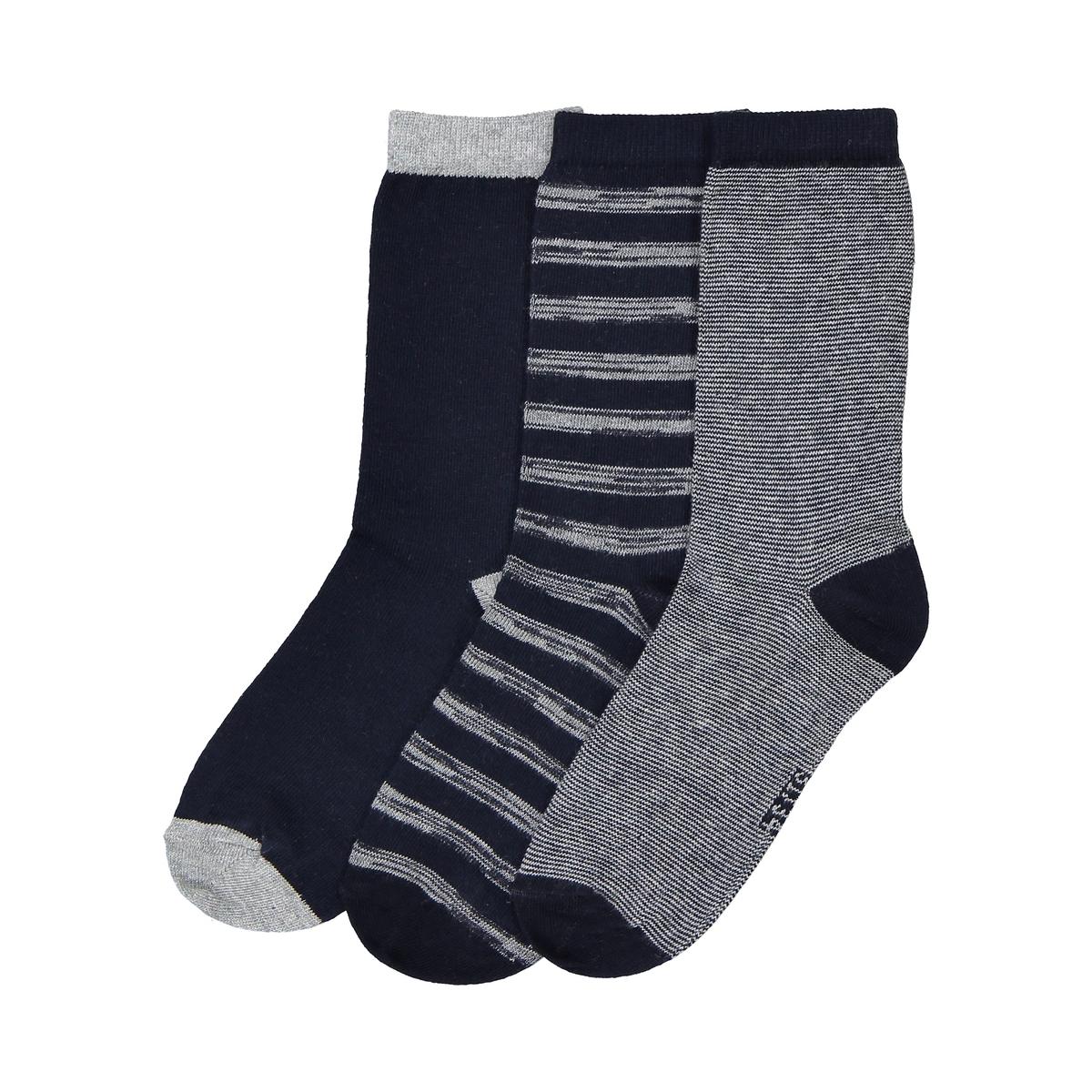 Носки высокие, оригинальные, комплект из 3 парОписание:Комплект из 3 пар высоких стильных носков  носки в полоску, в мелкую полоску и однотонные несомненно стоит приобрести... !Состав и описание :Комплект из 3 пар высоких носков: 1 пара в мелкую полосу, 1 пара в полосу с потёртым эффектом, 1 однотонная пара  Материал : 74 % хлопка, 25% полиамида, 1% эластанаУход :Машинная стирка при  30°C с вещами подобных цветов.Стирать, сушить и гладить с изнаночной стороны.Машинная сушка на умеренном режиме..Гладить при умеренной температуре.<br><br>Цвет: темно-синий/ серый