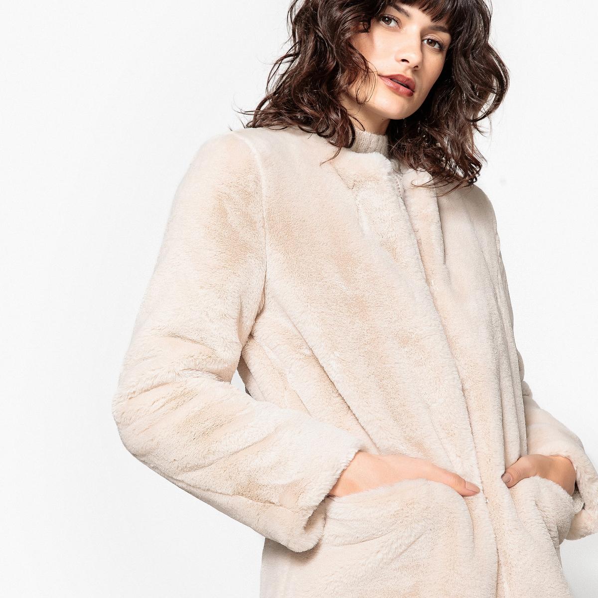 Пальто из искусственного мехаОписание:Симпатичное пальто из очень модного искусственного меха. В этом пальто вам будет тепло этой зимой . Такая модель подойдет к любому образу!Детали •  Длина : средняя •  Без воротника •  Застежка на крючокСостав и уход •  100% полиэстер •  Подкладка : 100% полиэстер •  Температура стирки при 30° на деликатном режиме   •  Сухая чистка и отбеливатели запрещены •  Сушить на горизонтальной поверхности •  Не гладить •  Длина : 92 см<br><br>Цвет: серо-бежевый<br>Размер: 42 (FR) - 48 (RUS).38 (FR) - 44 (RUS)