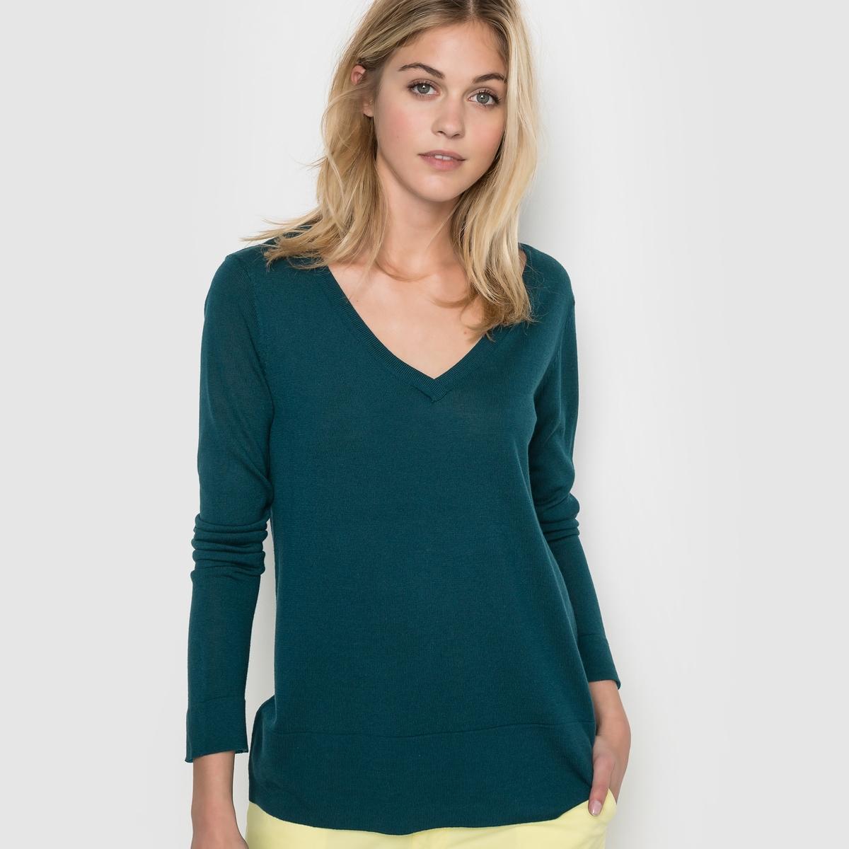 Пуловер объемного покроя с V-образным вырезомПуловер объемного покроя, V-образный вырез. 50% акрила, 50% вискозы. Длинные рукава. Контрастные отвороты низа и манжет.  Длина 66 см.<br><br>Цвет: темно-зеленый<br>Размер: 42/44 (FR) - 48/50 (RUS)
