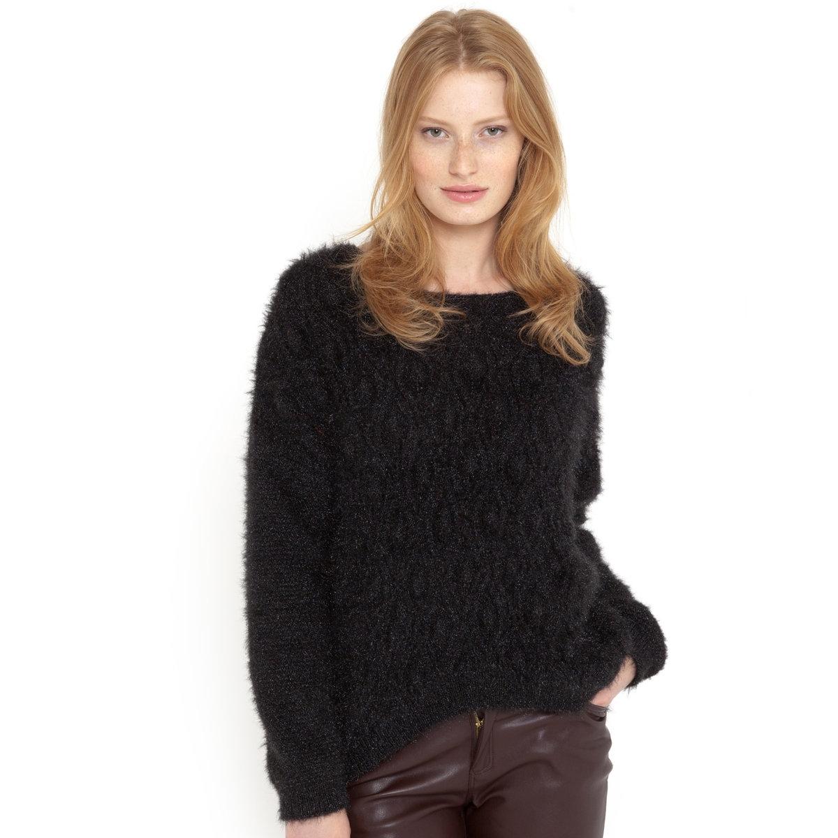 Пуловер с объемным рисунком