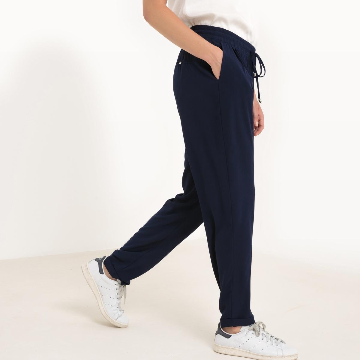 Брюки спортивные из струящейся тканиДетали  •  Спортивные брюки •  Стандартная высота поясаСостав и уход  •  100% полиэстер •  Следуйте рекомендациям по уходу, указанным на этикетке изделияИзделие адаптировано для периода беременности<br><br>Цвет: коралловый,темно-синий<br>Размер: M/L.M/L
