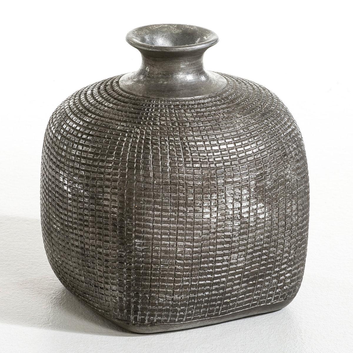 Ваза-скульптура терракотовая KenzaШикарный этнический стиль, великолепная ваза-скульптура, ручная работа. Терракотовая ваза, покрыта серебристой краской с эффектом старения. Размеры : Дл..22 см x Шир..22 см x Выс..25 см.<br><br>Цвет: черный
