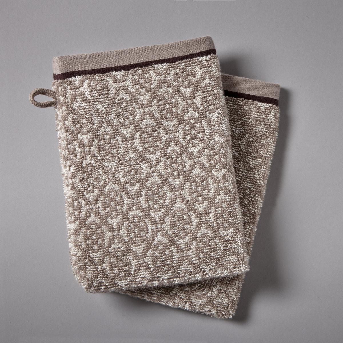 2 банные рукавички АЗЮЛЬЖОБанные рукавички из жаккардовой махровой ткани 500 г/м?, 100% хлопка. Ультрамягкие и нежные, КАЧЕСТВО BEST.Контрастные рисунки в восточном стиле. однотонные края. Стирка при 60°.Размеры банной рукавички: 15 x 21 см.<br><br>Цвет: серо-коричневый