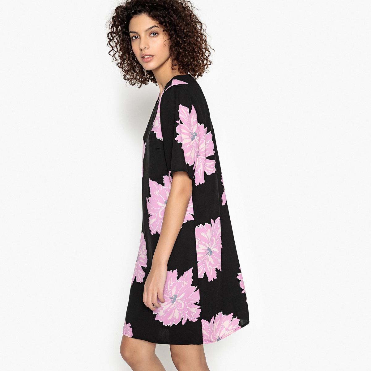 Prosta, krótka sukienka w kwiaty z krótkim rękawem