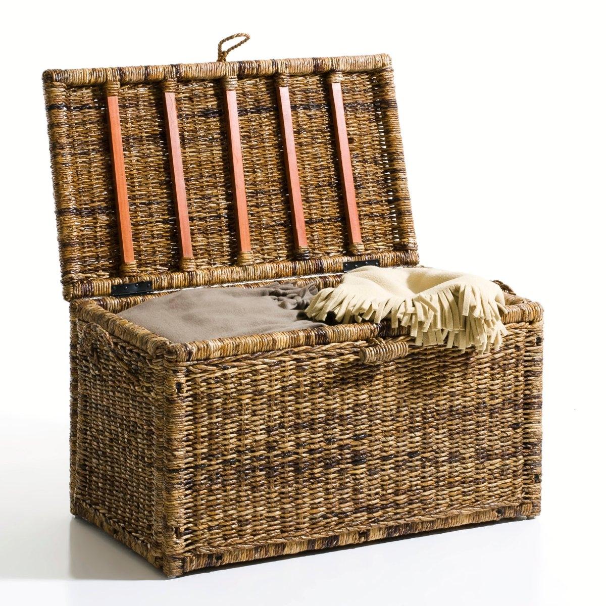 Чемодан деревянный , SemraДеревянный чемодан  Semra : большой  роскошный чемодан, напоминающий те, что были на  чердаках наших бабушек! Они никогда не устареют благодаря своей  невероятной практичности и очарованию : в них поместятся  игрушки, белье, посуда! Описание:ручки  с обеих сторон .Внутренняя отделка- кожзаменитель .Характеристики :Из абакового дерева . Плотное дно со складками не повредит пол .на завязках . Поставляется в разобранном виде.больше чемоданов на нашем сайте .Размеры :Длина : 90 смВысота : 50 смГлубина : 50 смразмеры ящика:L101 x H16 x P90 см.<br><br>Цвет: серо-бежевый