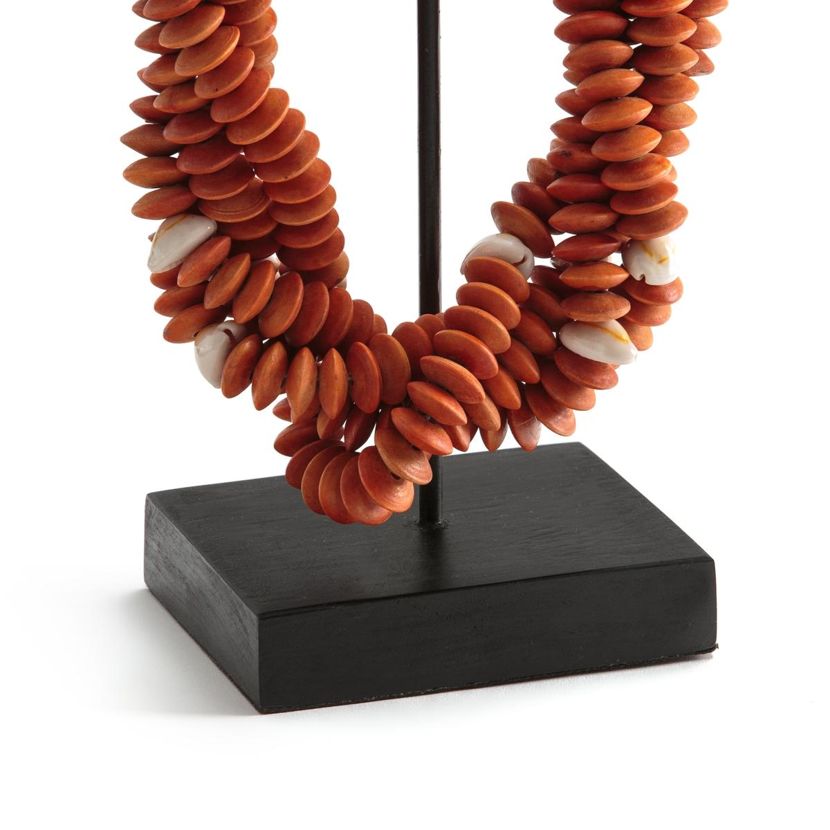 Декор из ракушек, TimorusПредмет декора Timorus. Добавьте нотку в этническом стиле в ваш декор с этим колье с острова Тимора из Южной Азии  . Из ракушек на веревке и основанием из металла . Ручная работа, каждое изделие уникально . Размеры : L15 x H40 x P10 см .<br><br>Цвет: оранжевый<br>Размер: единый размер