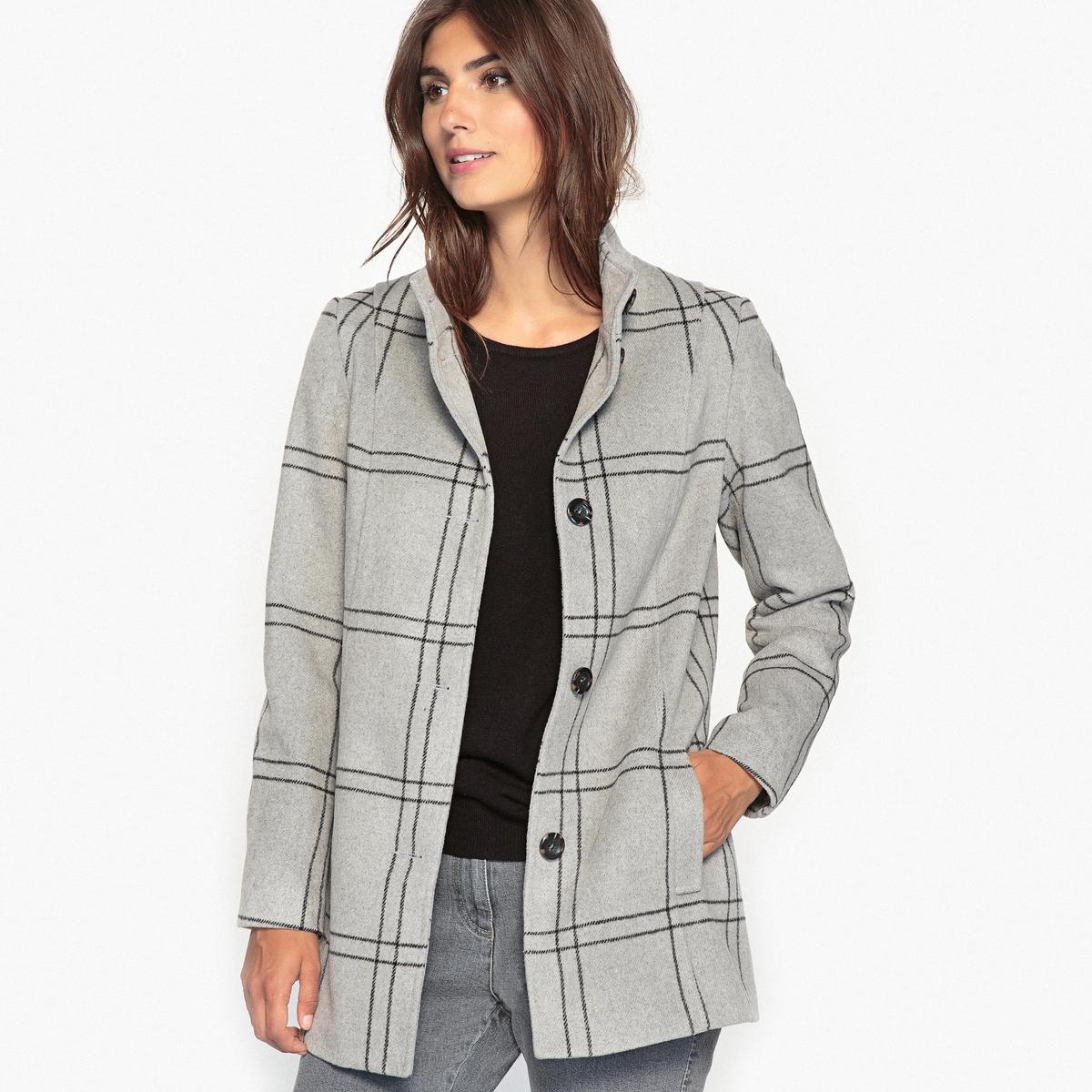 Пальто в клеткуОписание:Клетка в моде этой зимой ! Она придает строгость и элегантность пальто серого цвета приталенной формы .Детали •  Длина : средняя •  Воротник-стойка •  Рисунок в клетку • Застежка на пуговицыСостав и уход •  3% шерсти, 54% акрила, 43% полиэстера •  Подкладка : 100% полиэстер •  Следуйте рекомендациям по уходу, указанным на этикетке изделия •  Деликатная чистка/без отбеливателей •  Не использовать барабанную сушку   •  Низкая температура глажки<br><br>Цвет: в клетку<br>Размер: 38 (FR) - 44 (RUS).48 (FR) - 54 (RUS).44 (FR) - 50 (RUS).40 (FR) - 46 (RUS)