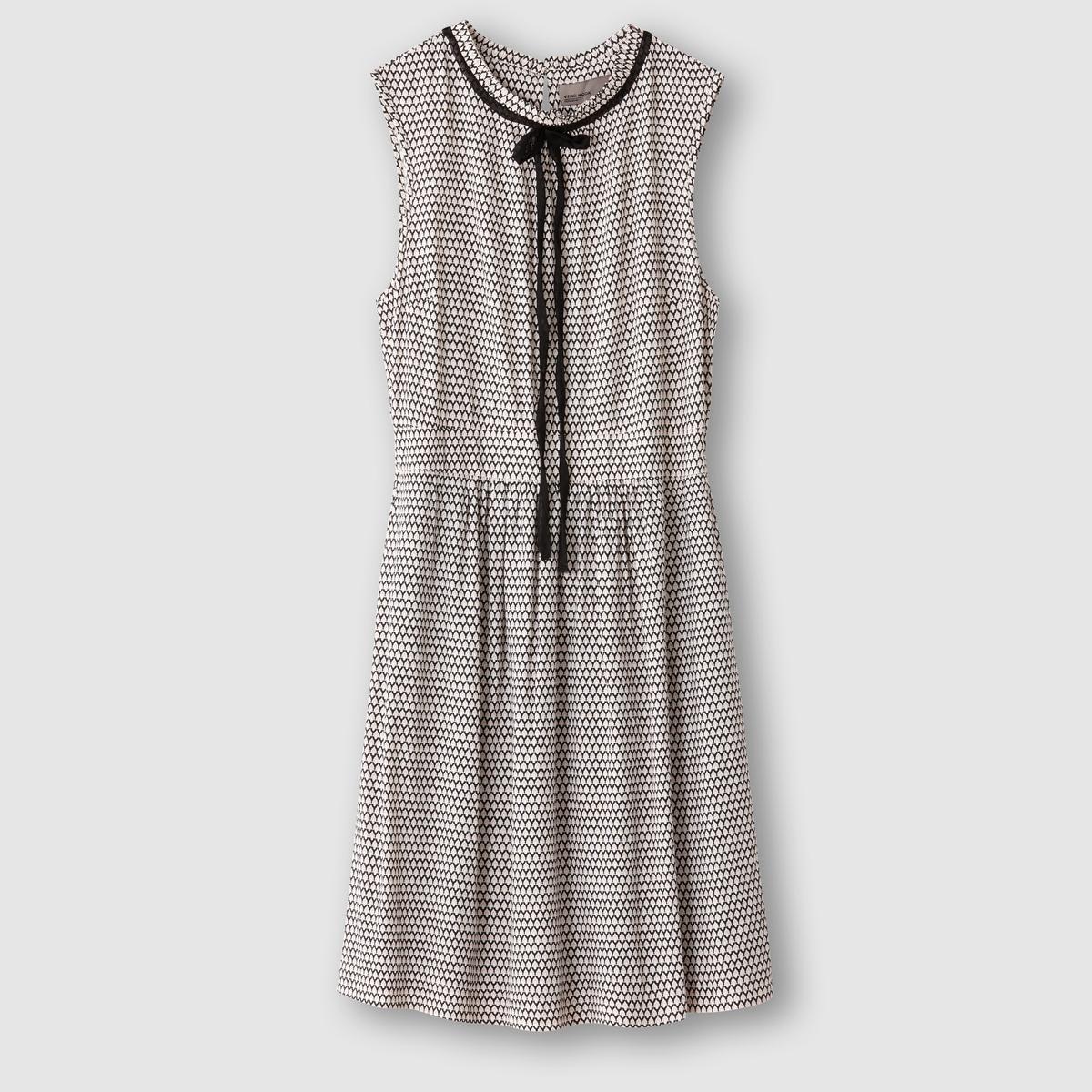 Платье без рукавовПлатье без рукавов. 100% вискозы. Завязки на воротнике. Вырез-капелька сзади. Эластичный пояс. Длина 88 см.<br><br>Цвет: черный<br>Размер: L