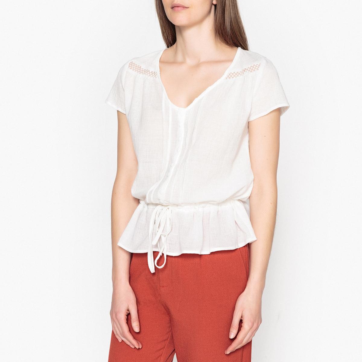 Блузка с V-образным вырезом, короткими рукавами и завязками ISABEAUОписание:Блузка на пуговицах с короткими рукавами GARANCE - модель ISABEAU . Завязки на поясе и застежка на пуговицы, складки ниже выреза . Вставка из ажурного кружева на плечах и волан снизу .Детали •  Короткие рукава •  Прямой покрой •   V-образный вырез •  Уголки воротника на пуговицахСостав и уход •  100% хлопок •  Следуйте рекомендациям по уходу, указанным на этикетке изделия<br><br>Цвет: красный,экрю