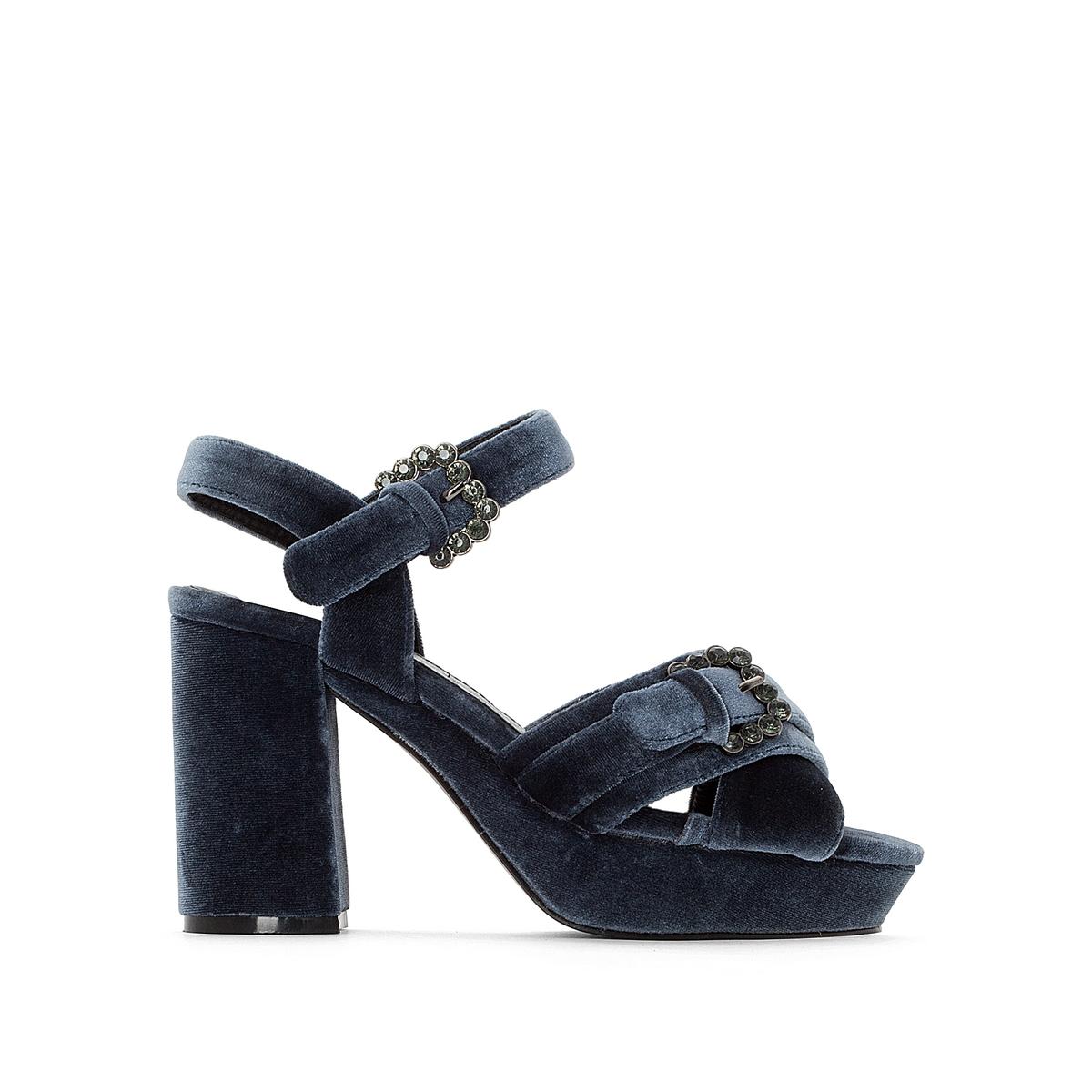 Sandálias em veludo com tacões altos, fivelas fantasia
