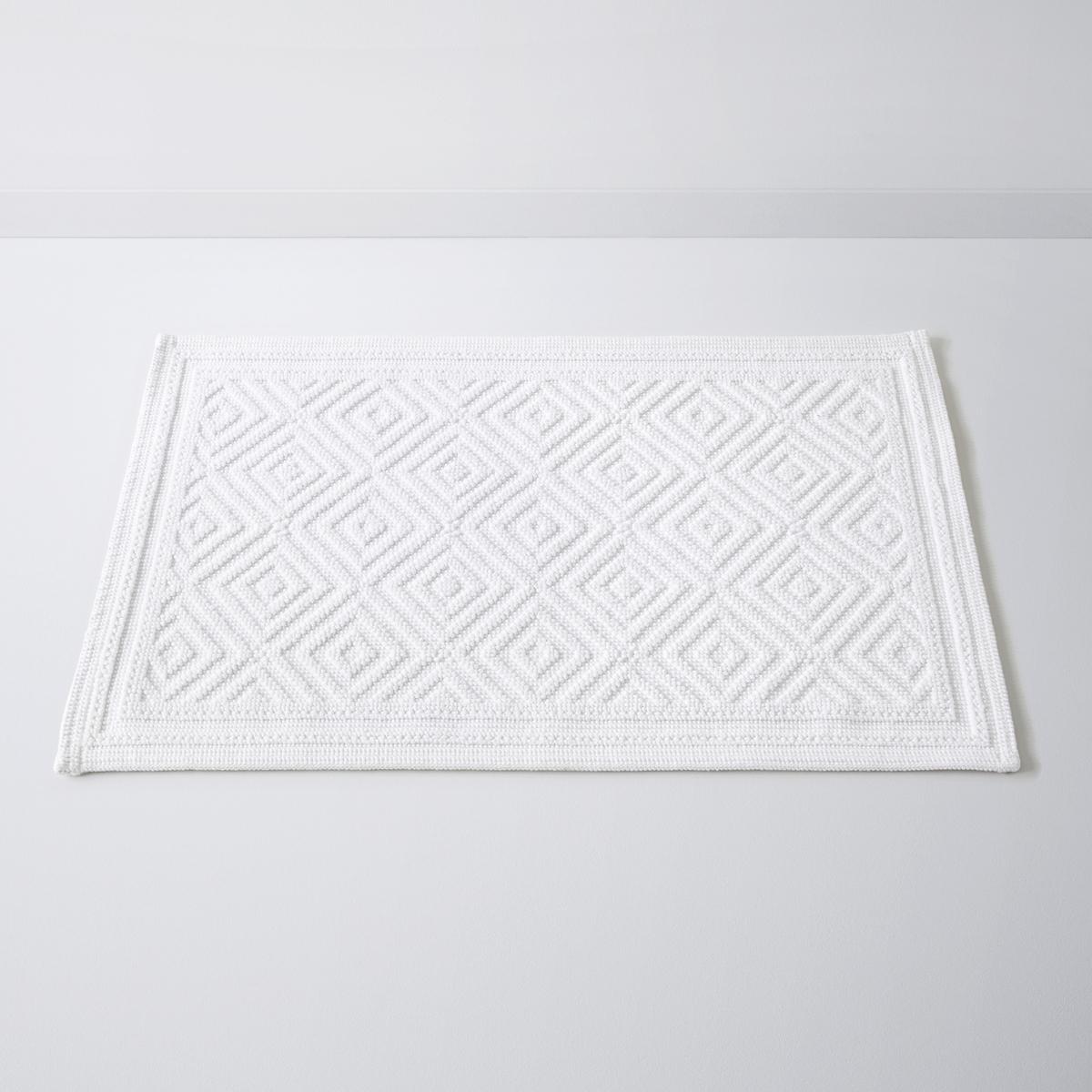 Коврик для ванной с рельефным рисункомCAIRO, 100% хлопок (1500 г/м?)Коврик для ванной CAIRO, качество Best, с рельефным рисунком,100% хлопок. Рельефный рисунок - одновременно графичный и изысканный - украшает этот коврик для ванной CAIRO, качество Best. Характеристики:Материал: 100% хлопок (1500 г/м?).Противоскользящее покрытие с изнанки.Уход:Машинная стирка при 60°С.Размеры:50 x 70 см.<br><br>Цвет: белый,голубой бирюзовый,серый,синий сапфировый<br>Размер: 50 x 80  см