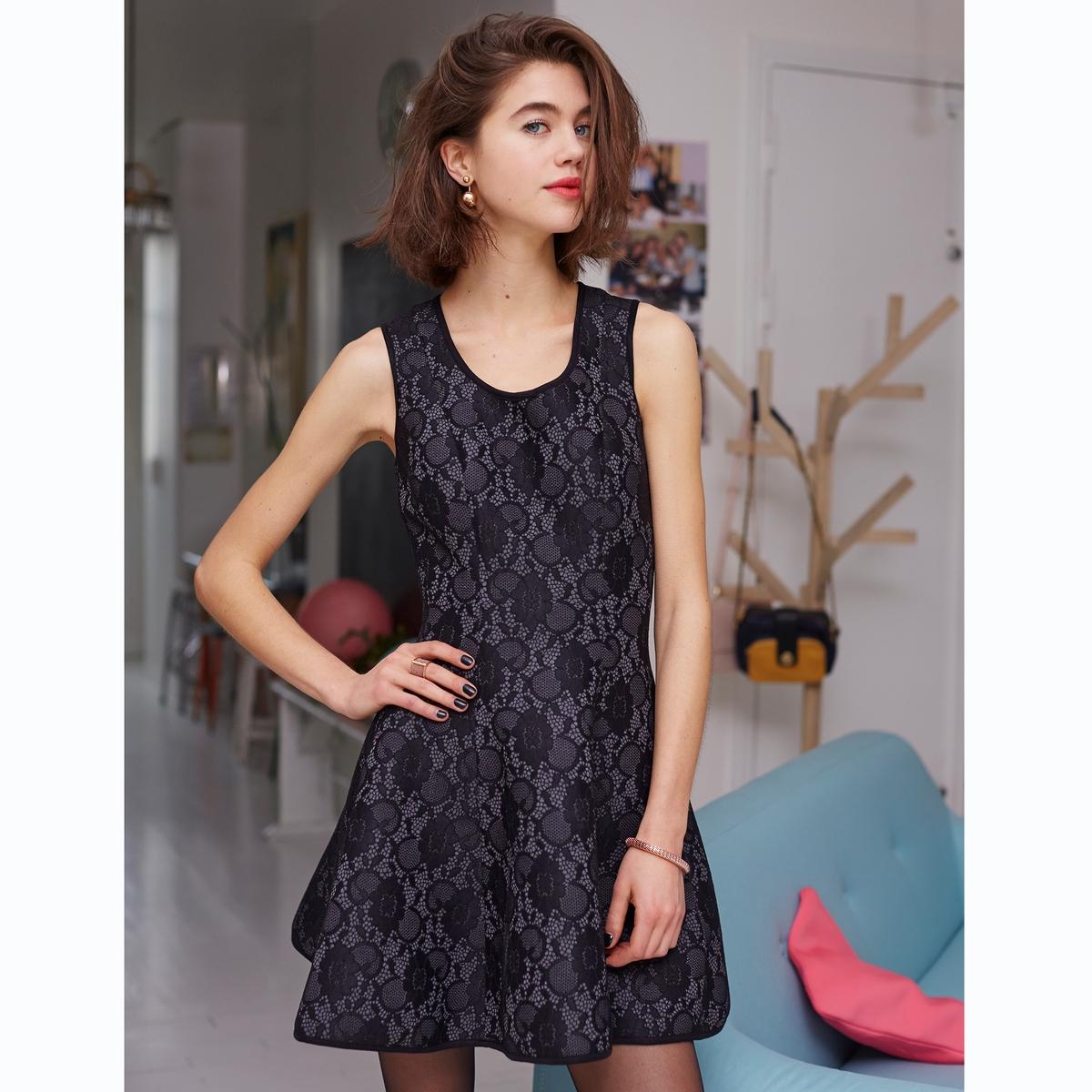 Платье кружевное<br><br>Цвет: черный<br>Размер: 42 (FR) - 48 (RUS).38 (FR) - 44 (RUS)