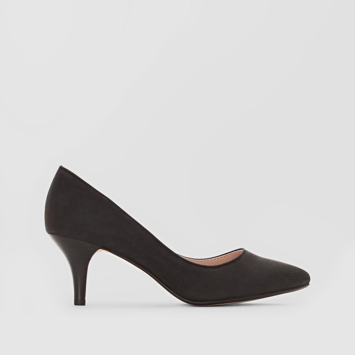 Туфли Pyra PumpВерх: синтетика.Подкладка: синтетика.Стелька: синтетика.Подошва: каучук.Высота каблука: 4 см.Форма каблука: тонкий каблук.Мысок: закругленный.Застежка: без застежки.<br><br>Цвет: черный