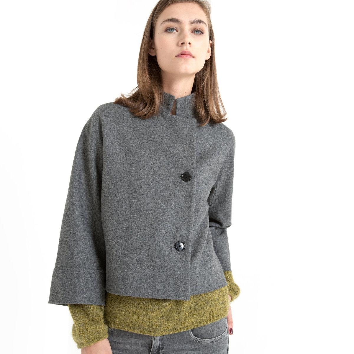 Пальто укороченное, рукава 3/4, прямой воротник FIGUEПальто с рукавами 3/4 FIGUE - GAT RIMON. Пальто короткого покроя выше талии. Асимметричная застежка на левую сторону. Прямой воротник . Широкий отворот на манжетах. 80% шерсти, 20% полиамида .<br><br>Цвет: серый меланж<br>Размер: 2(M)